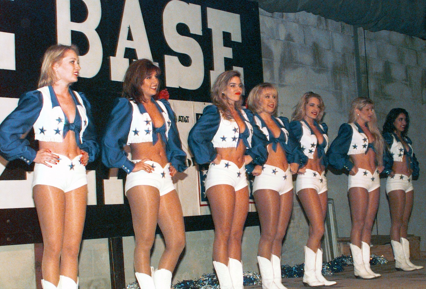 File Dallas Cowboys Cheerleaders Of 1996 Jpeg Wikimedia Commons