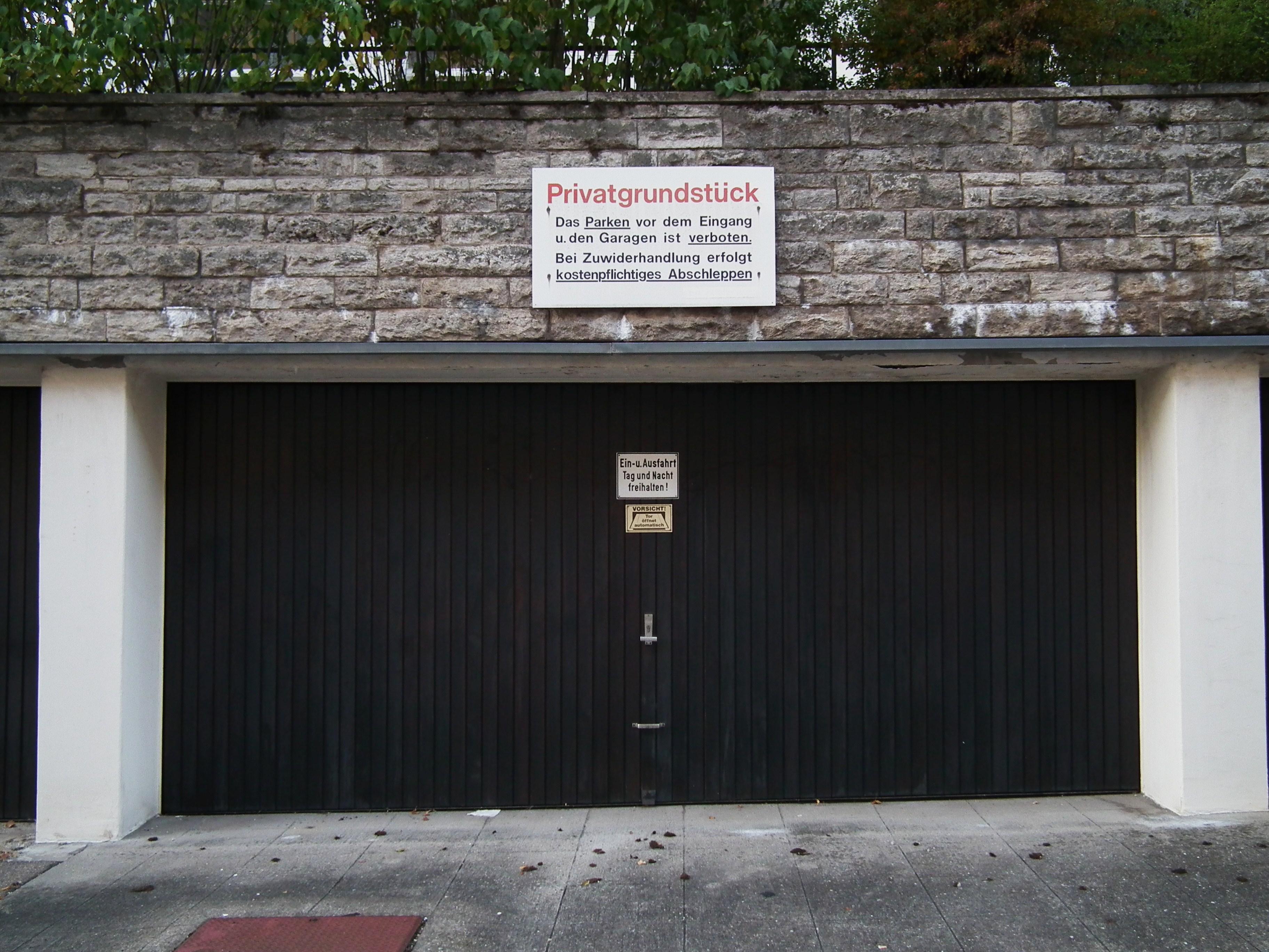 Doppelgarage  File:Doppelgarage Stuttgart September 2011.JPG - Wikimedia Commons