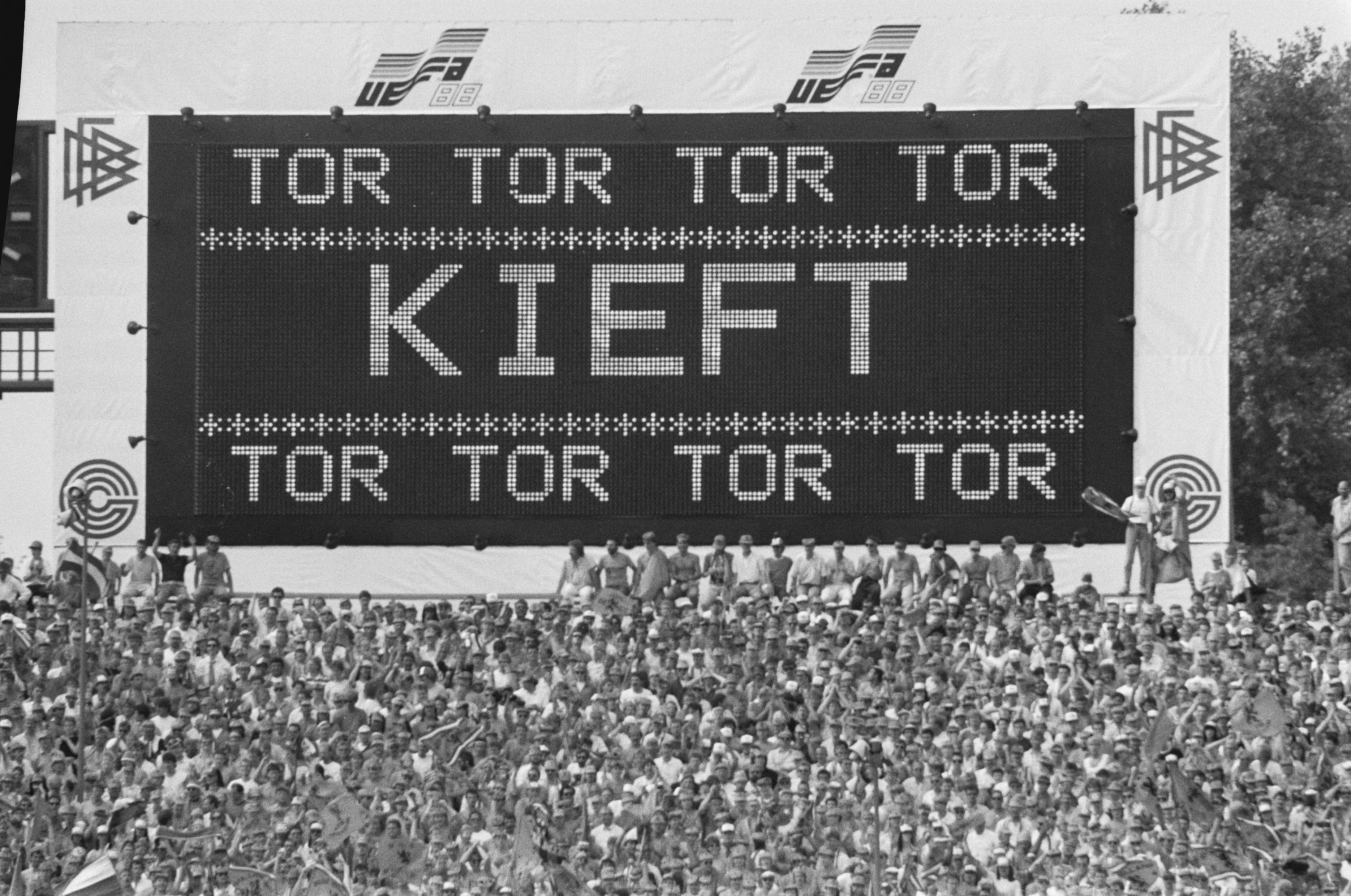 File Ek Voetbal In West Duitsland Nederland Tegen Ierland 1 Nederlands Elftal Tijde Bestanddeelnr 934 2700 Jpg Wikipedia