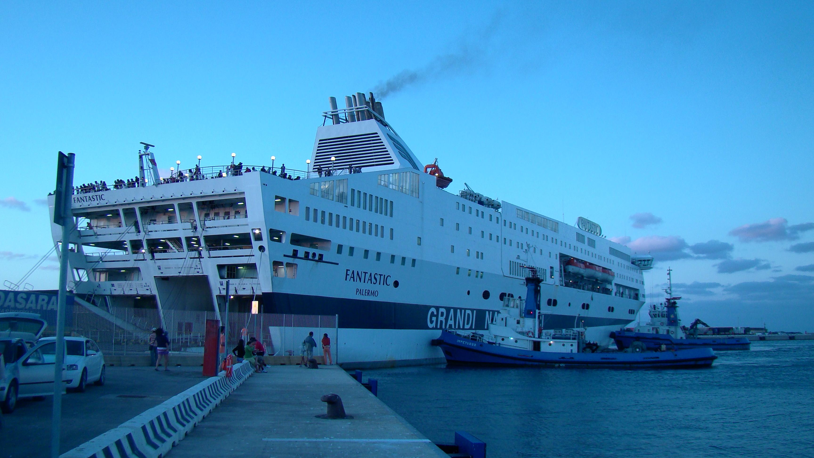 Description GNV Fantastic (Porto Torres 2011).jpg