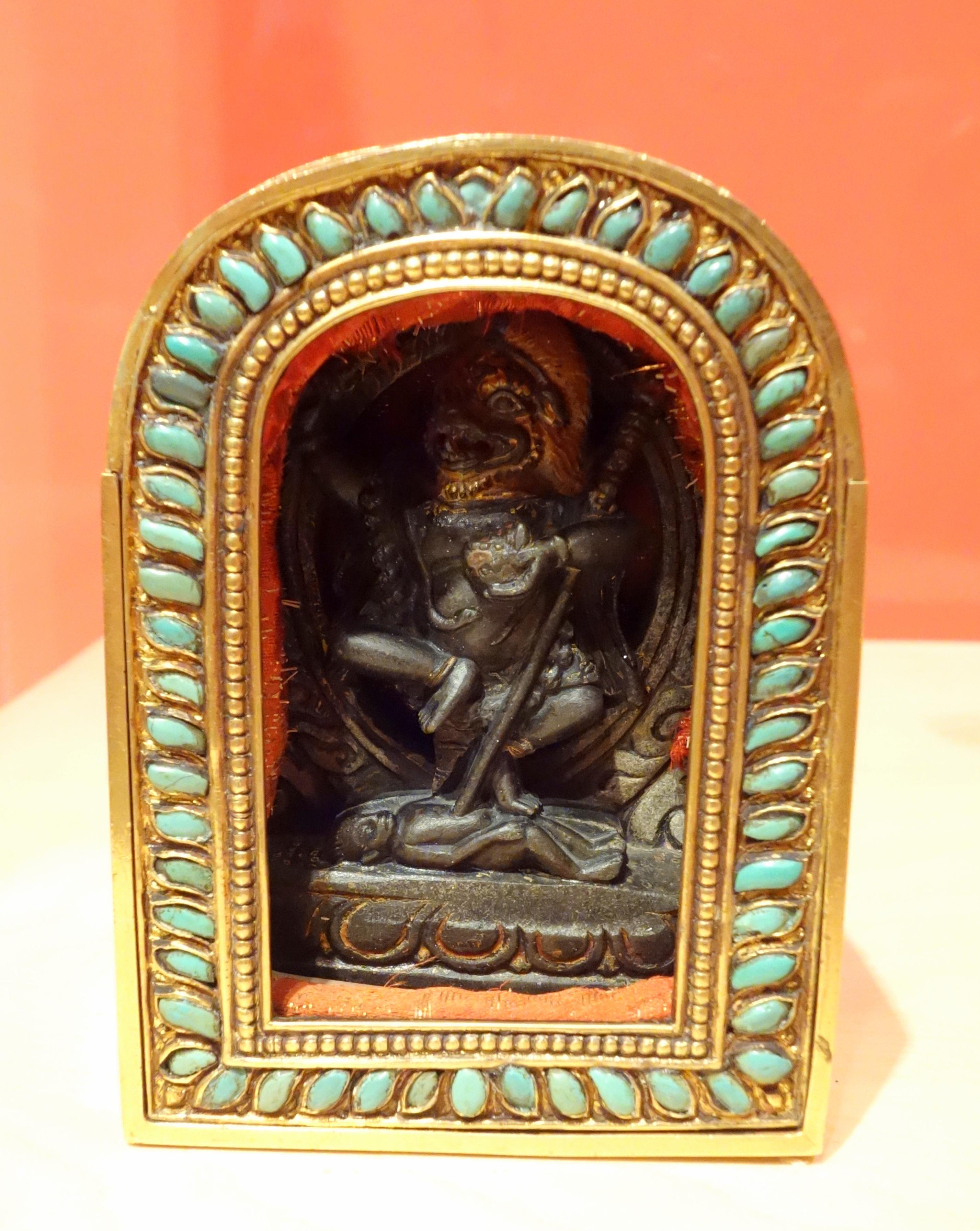 File:Gau, traveling shrine with image of Simhavaktra, Tibet