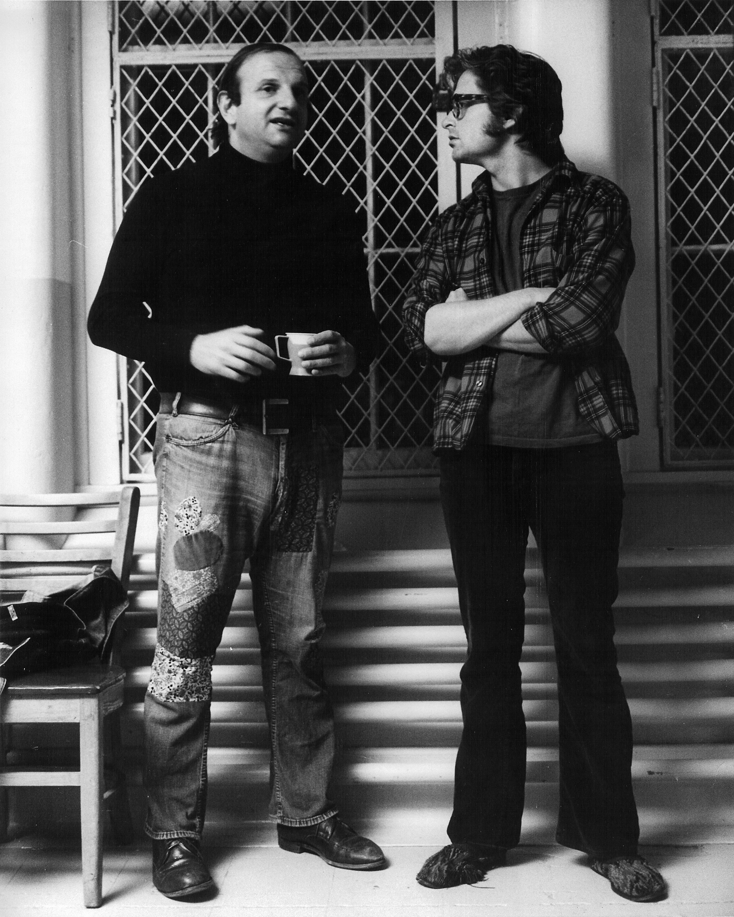 Bo Goldman with [[Michael Douglas]] on the set of [[Miloš Forman]]'s ''[[One Flew Over the Cuckoo's Nest (film)|One Flew Over the Cuckoo's Nest]]''