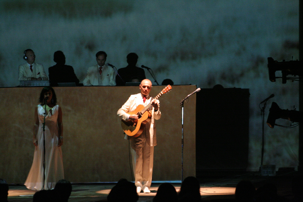 Eduardo Makaroff junto a Gotan Project en un concierto en Brasilia (2007).