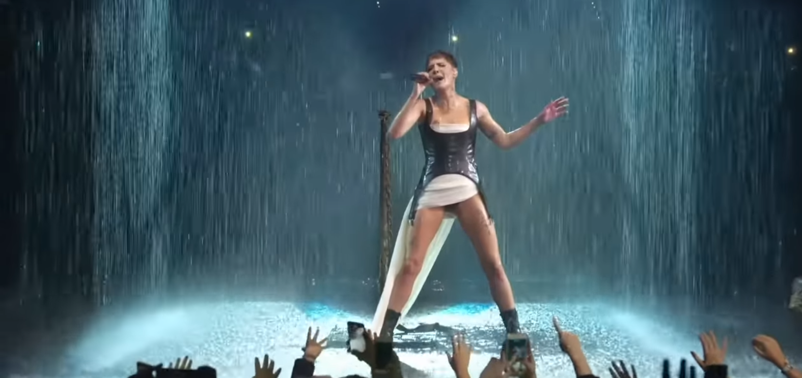 File:Halsey - Without Me Live MTV EMAs 2018 7 png