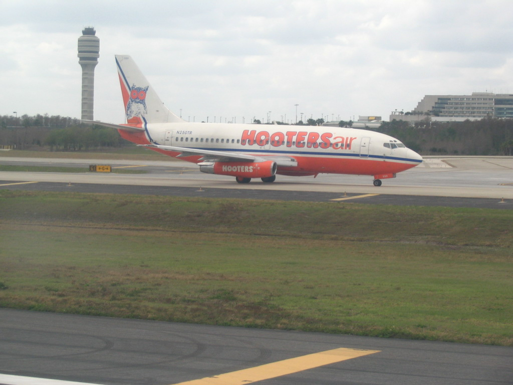 Hooters Air - Wikipedia