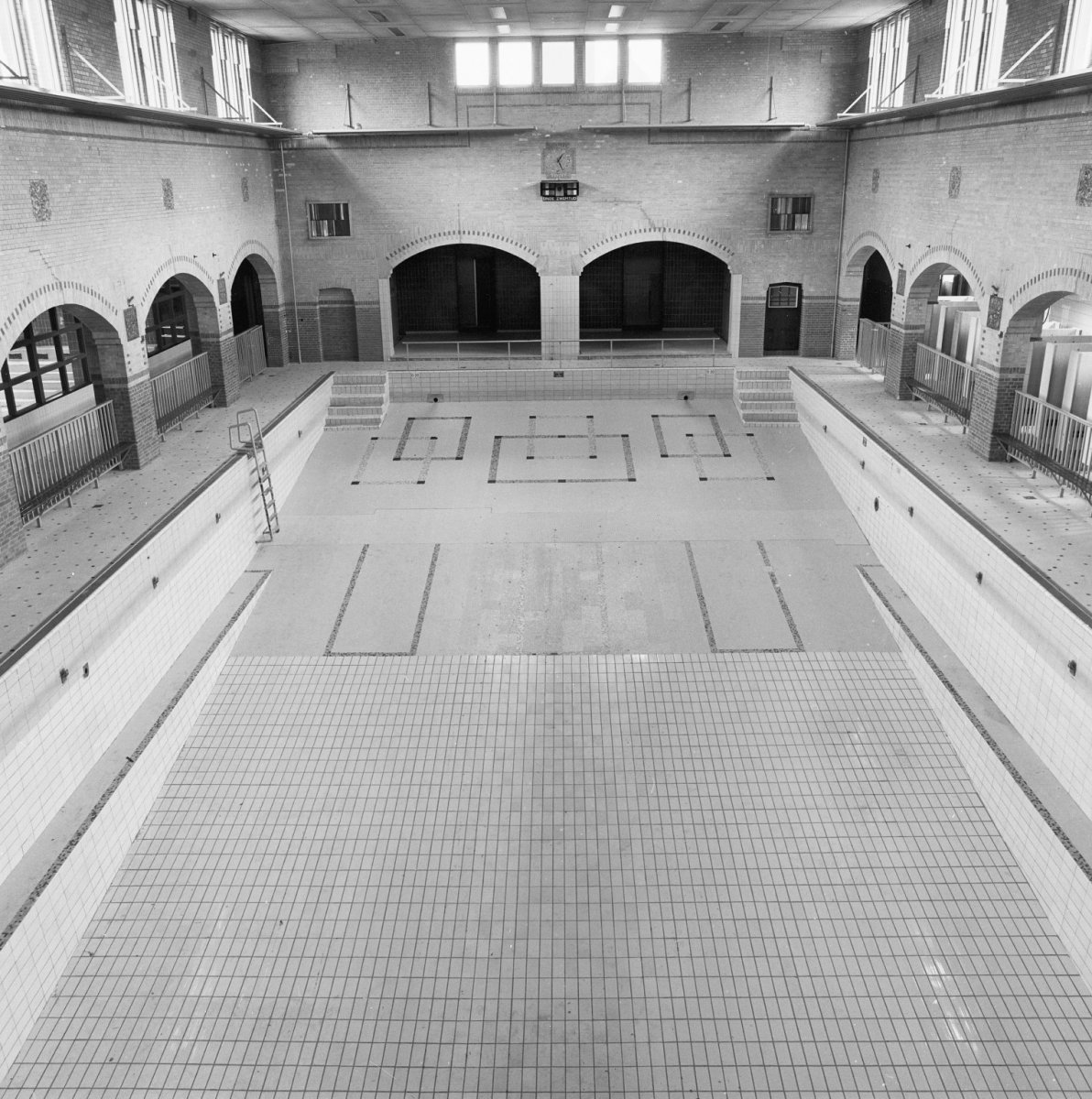 File interieur overzicht zwembad utrecht 20299784 for Interieur utrecht
