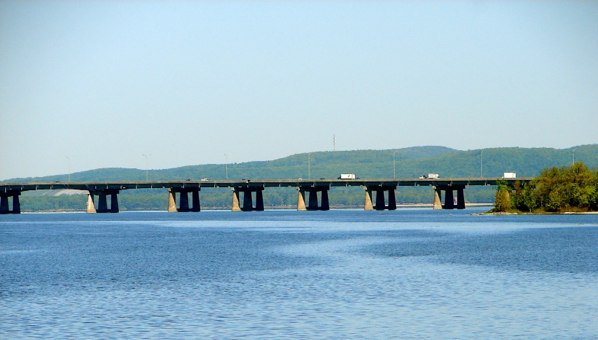 Ile-aux-Tourtes Bridge.JPG