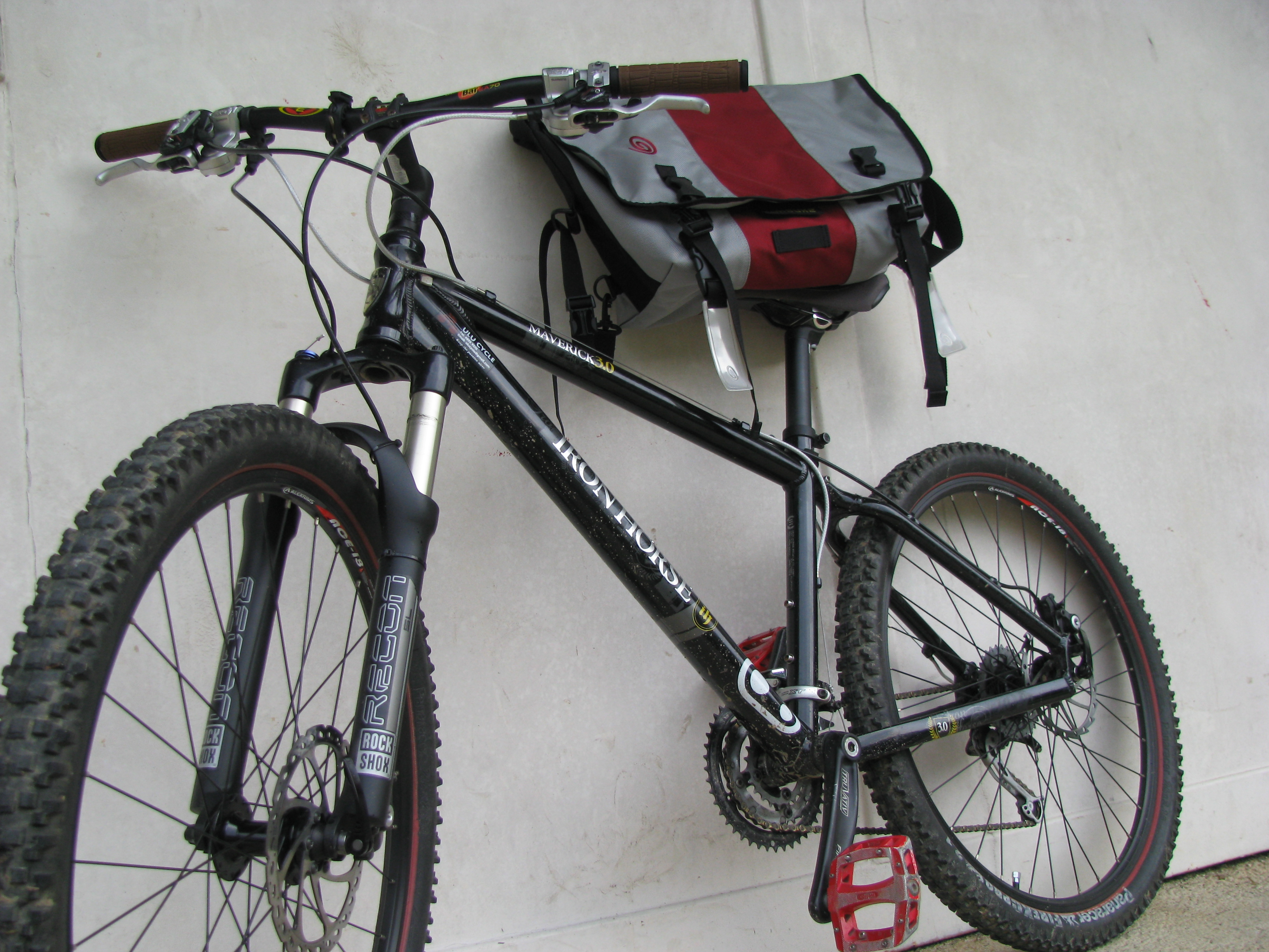 File:Iron Horse Maverick 3.0 and Timbuk2 messenger bag.jpg ...