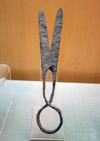Iron scissors, E Han.JPG