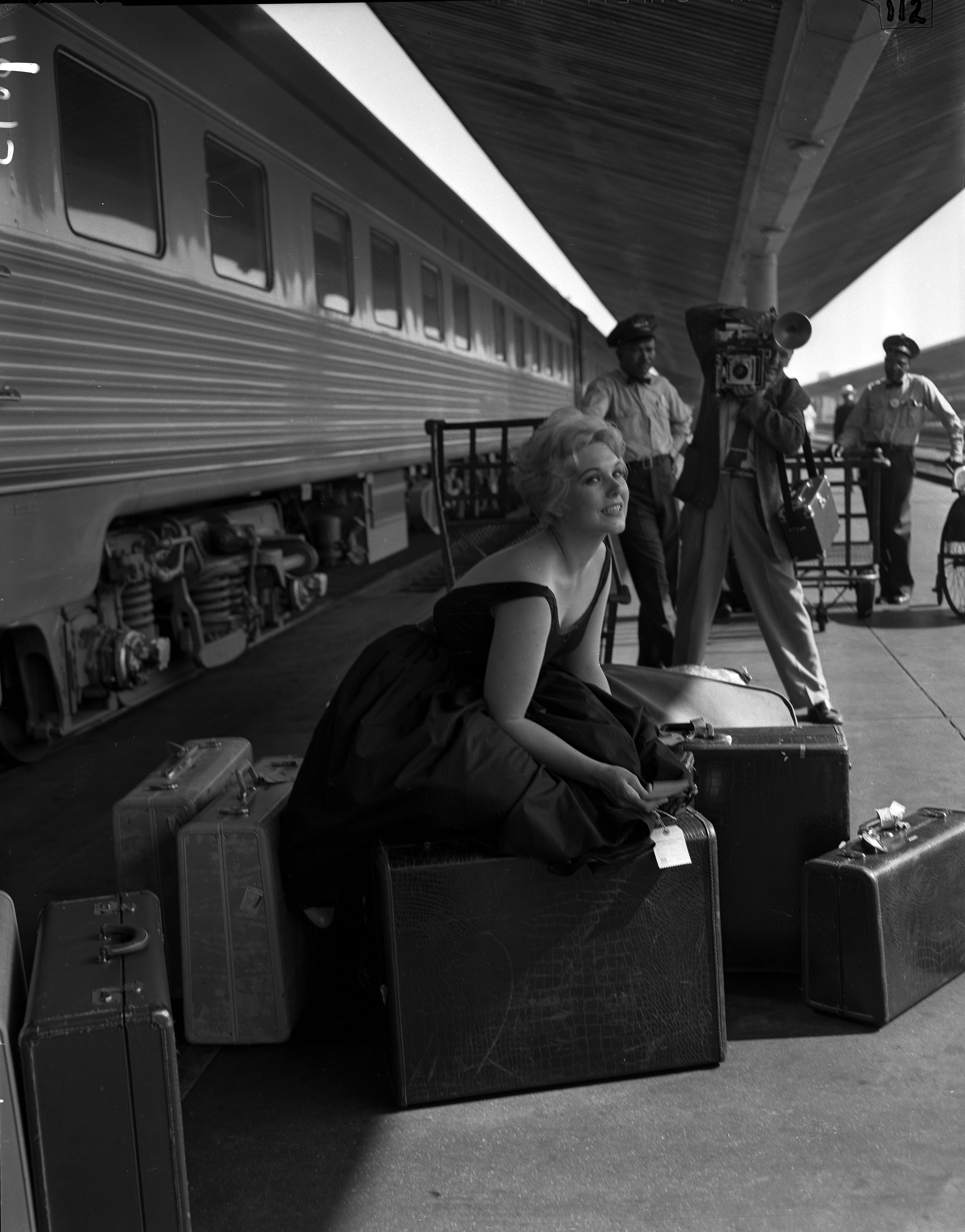 File Kim Novak At Los Angeles Union Station 1956 Jpg