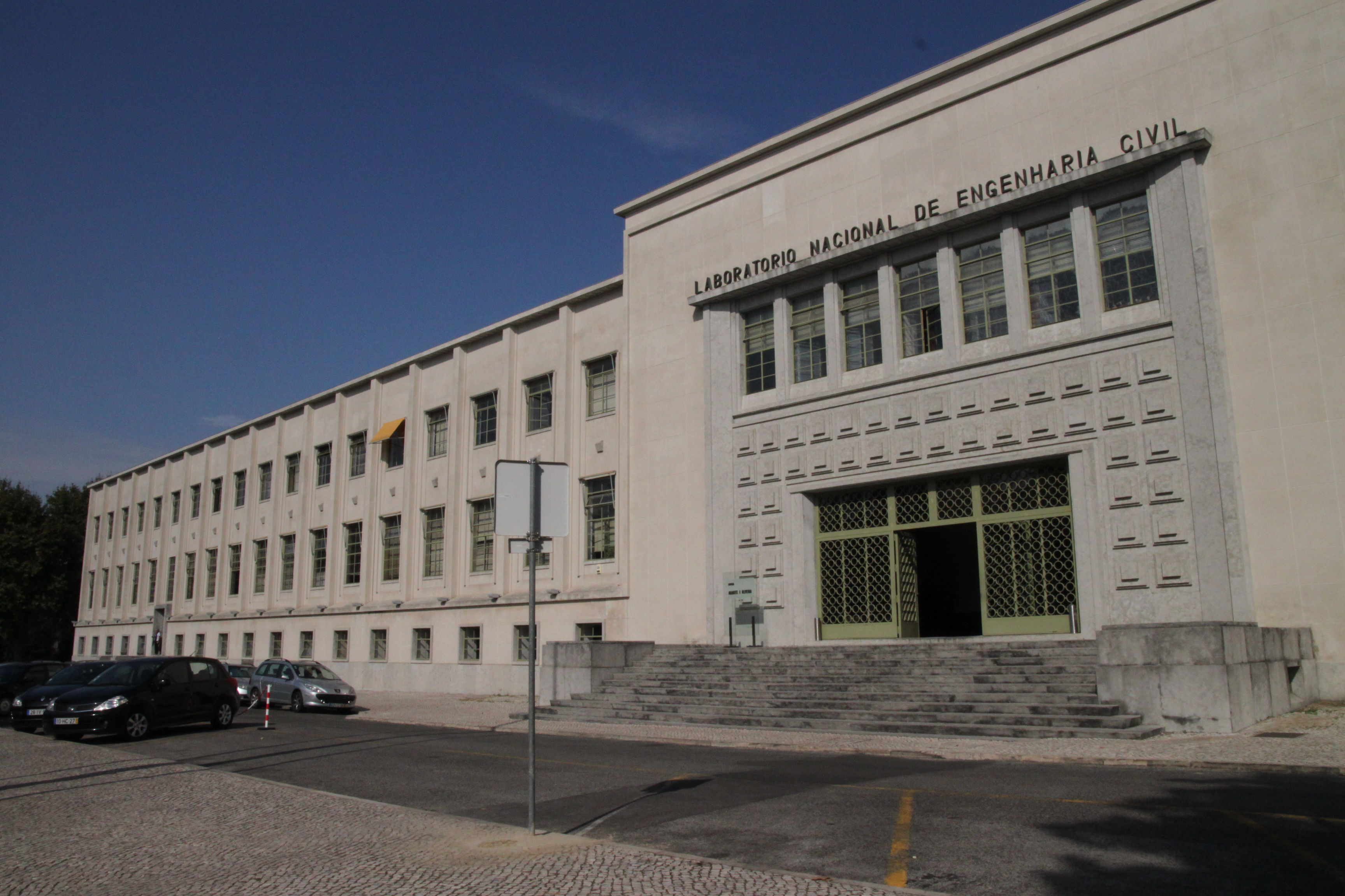 Resultado de imagem para auditório do Laboratório Nacional de Engenharia Civil