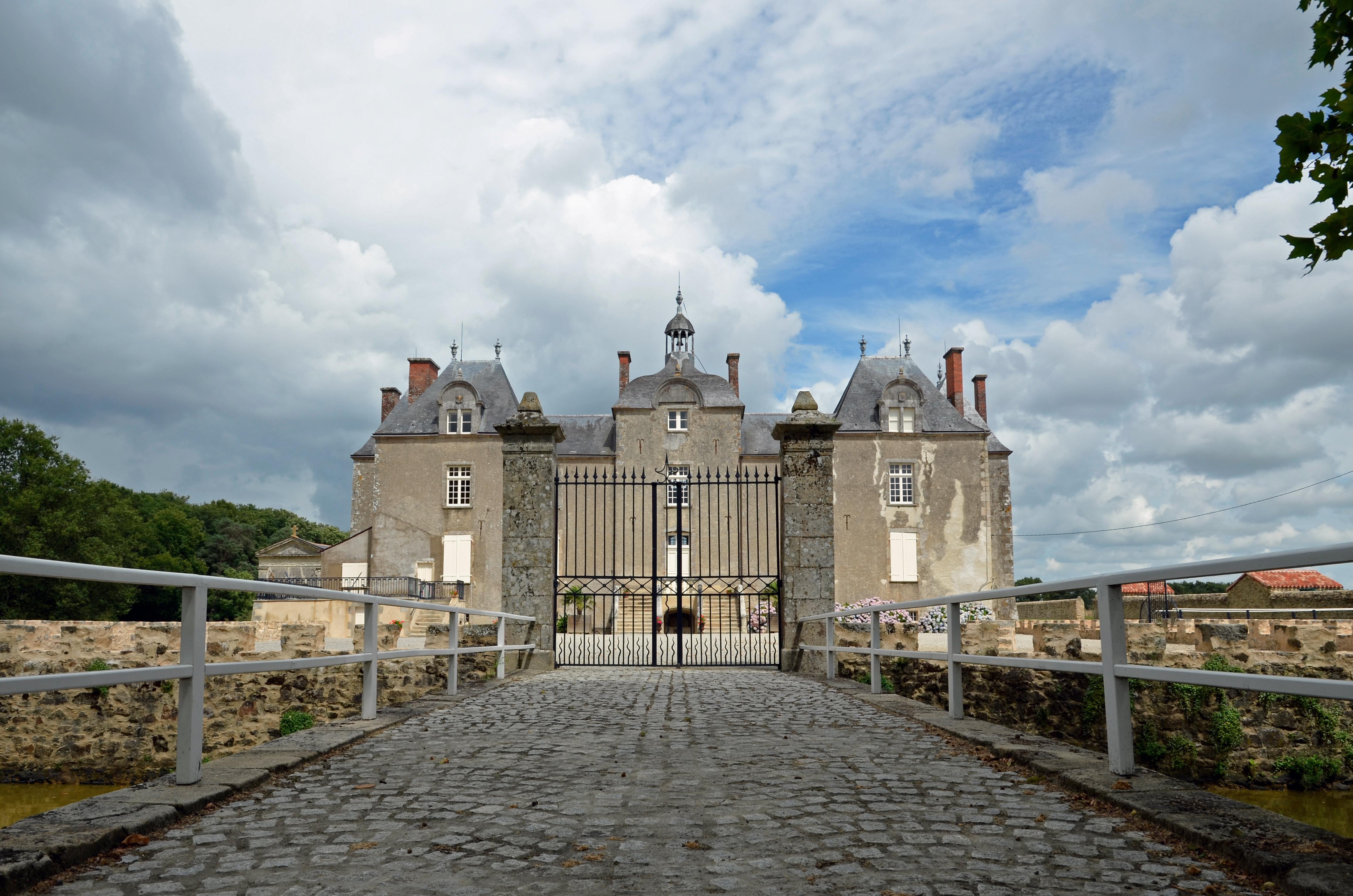 File lege chateau de bois chevalier wikimedia - Chateau de mike le chevalier ...