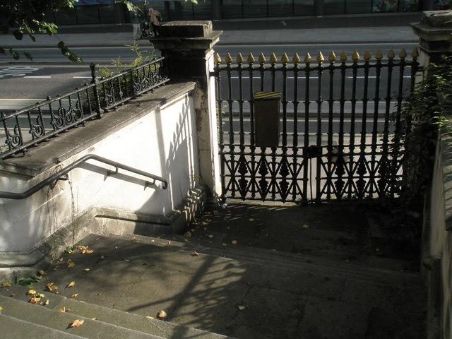 File:Locked gates at St Nicholas Cole Abbey - geograph.org.uk - 967991.jpg