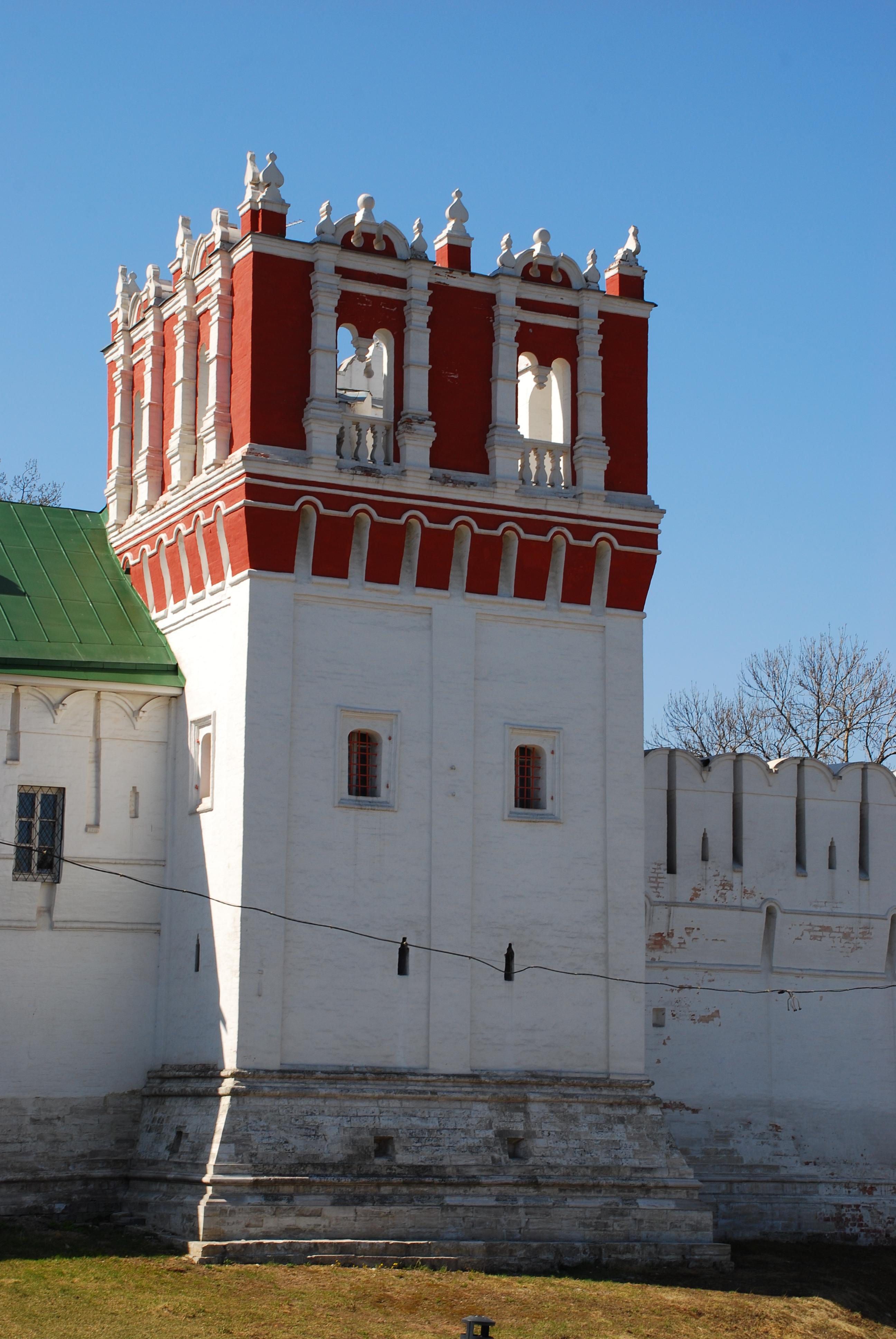 Lopuhinskaya tower.jpg