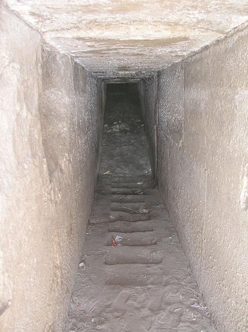La pyramide au labyrinthe de 3 000 chambres et passages secrets… ! MK_Pyramids_23