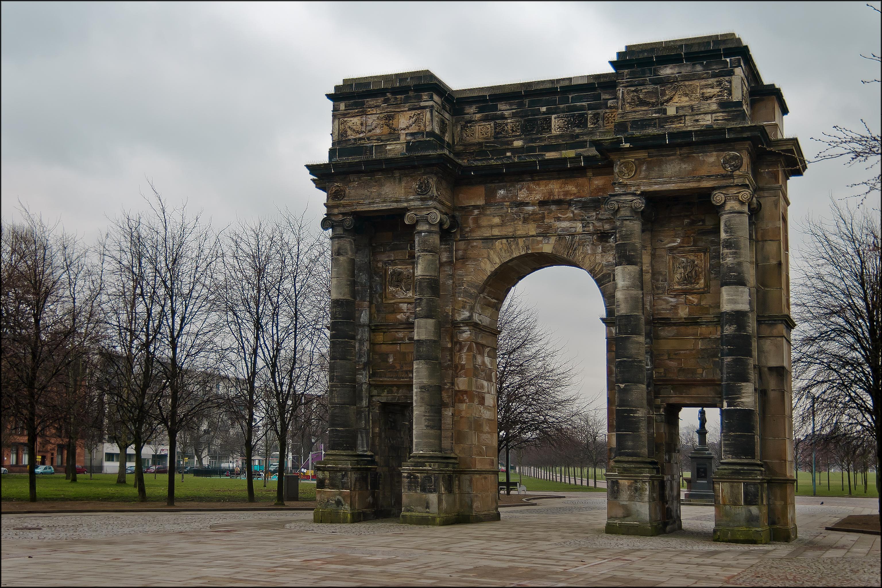 mclennan arch, glasgow green (6058112495).jpg