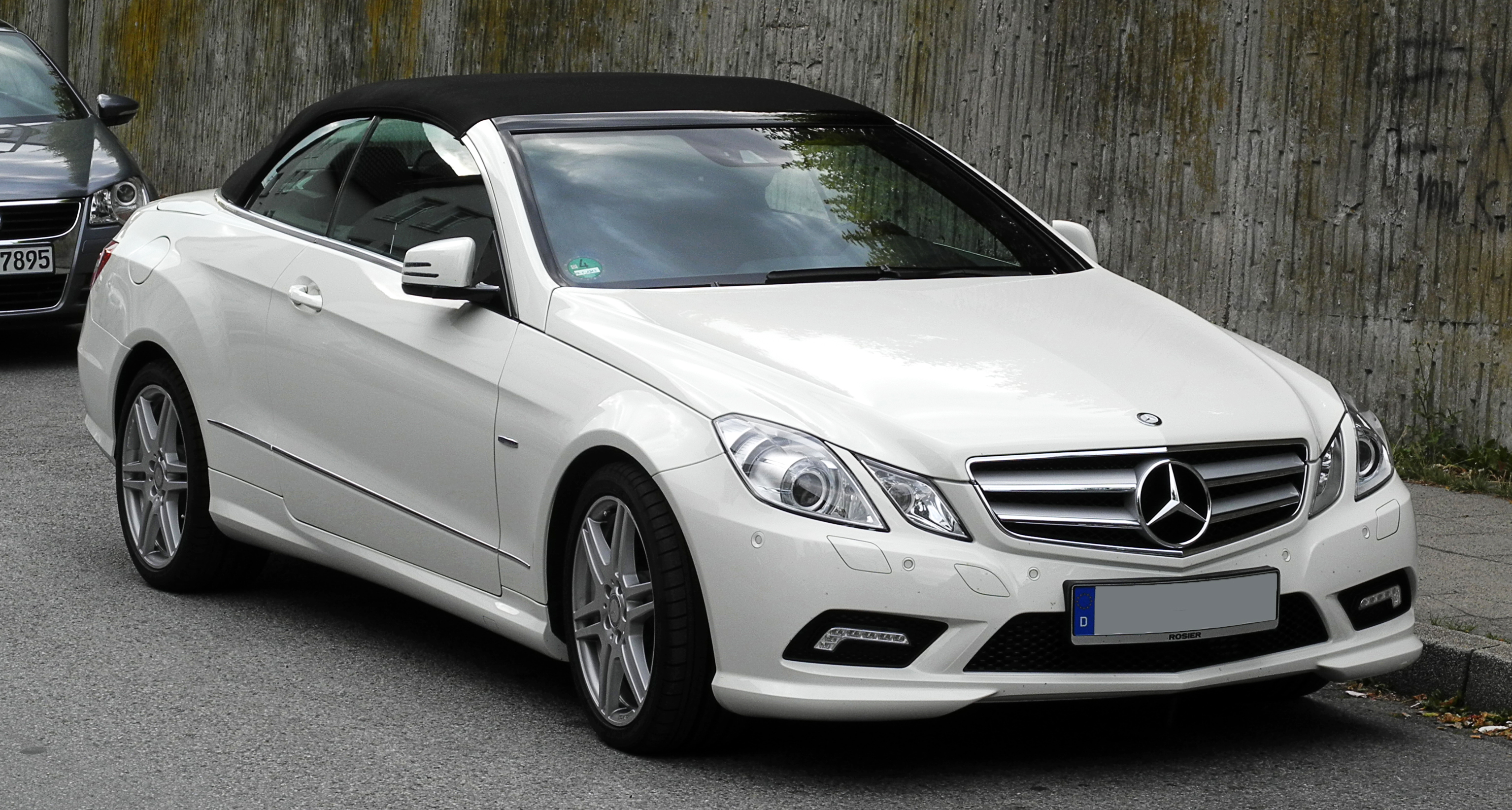file mercedes benz e 250 cgi blueefficiency cabriolet sport paket amg a 207 frontansicht 4. Black Bedroom Furniture Sets. Home Design Ideas