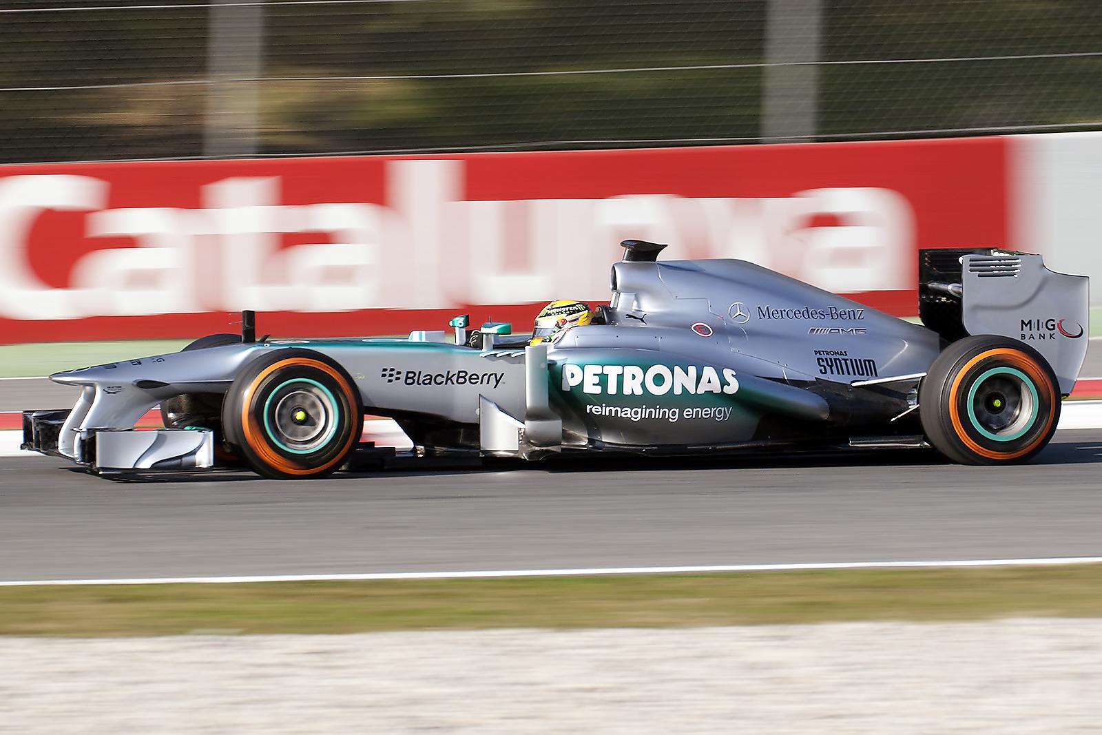 File:Mercedes AMG F1 W04 - Lewis Hamilton (8493461760).jpg ...