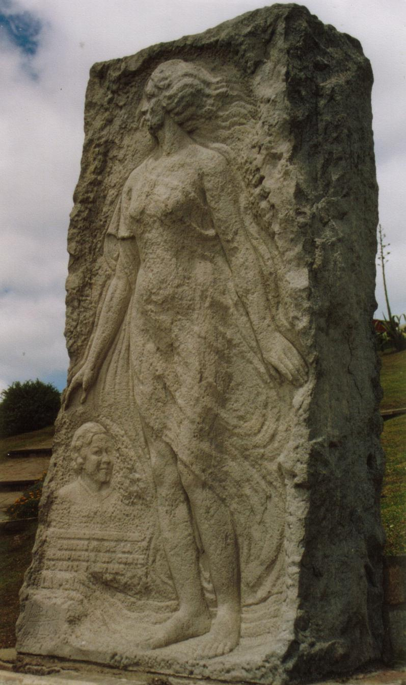 Monumento a Alfonsina Storni frente a la playa La Perla (en Mar del Plata).