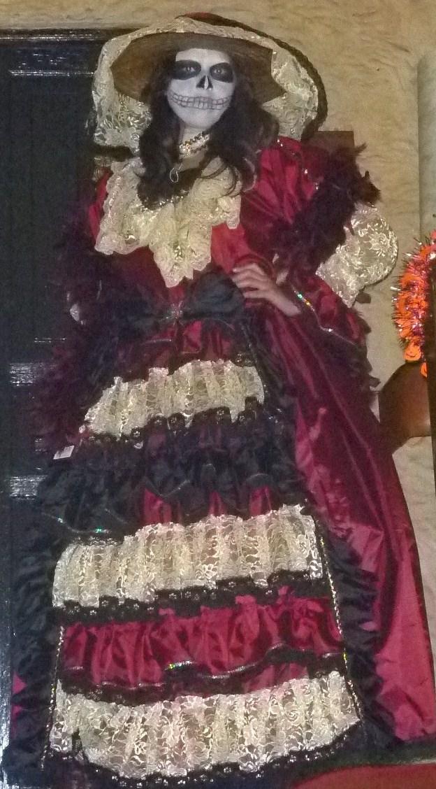 Description Muchacha disfrazada de Calavera Catrina.jpg