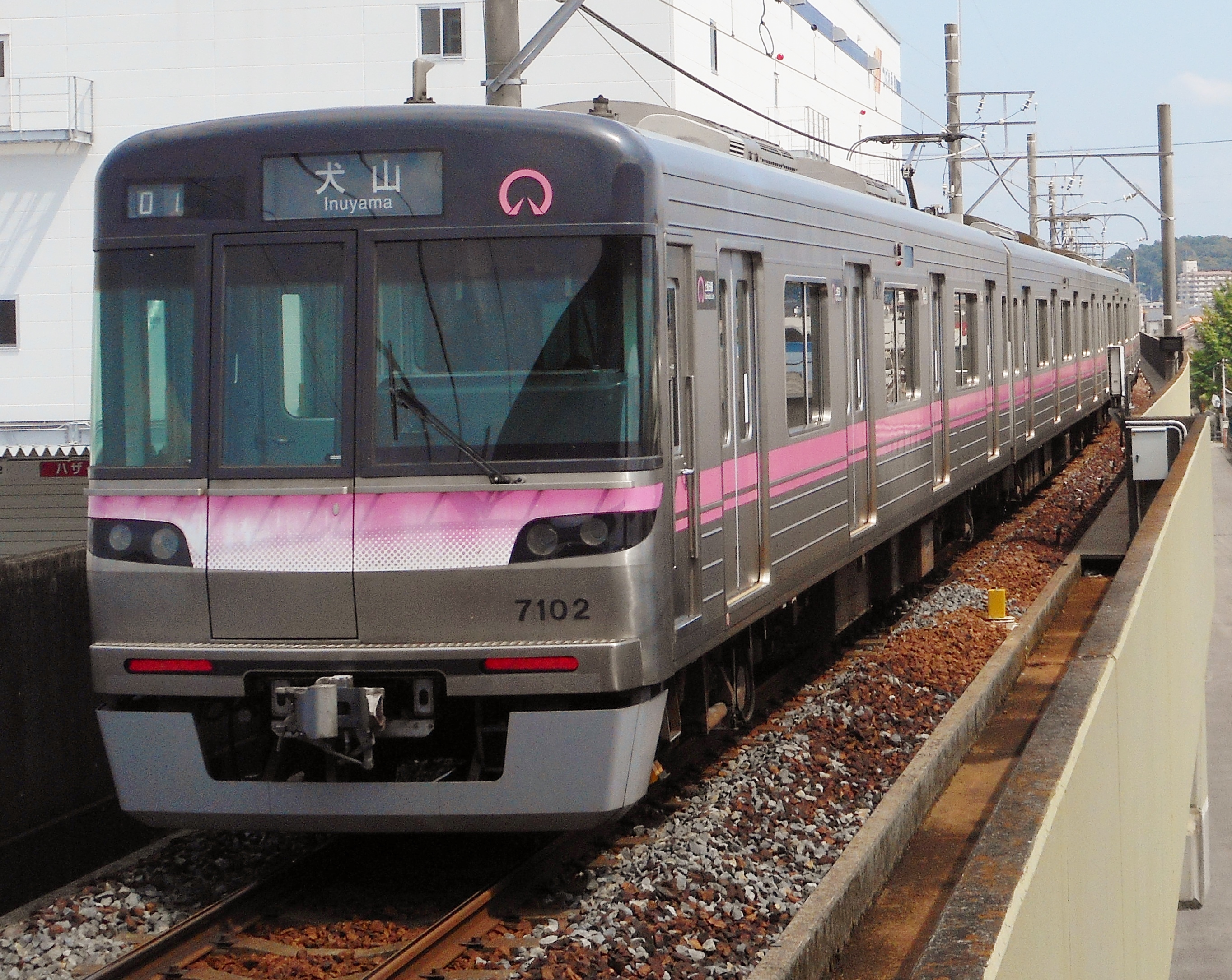 https://upload.wikimedia.org/wikipedia/commons/1/16/Nagoya_Subway_KamiiidaLine_Series_7000_7102F.jpg