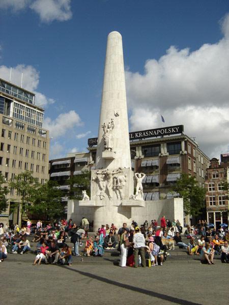 أمستردام Nationaal_monument_07.jpg