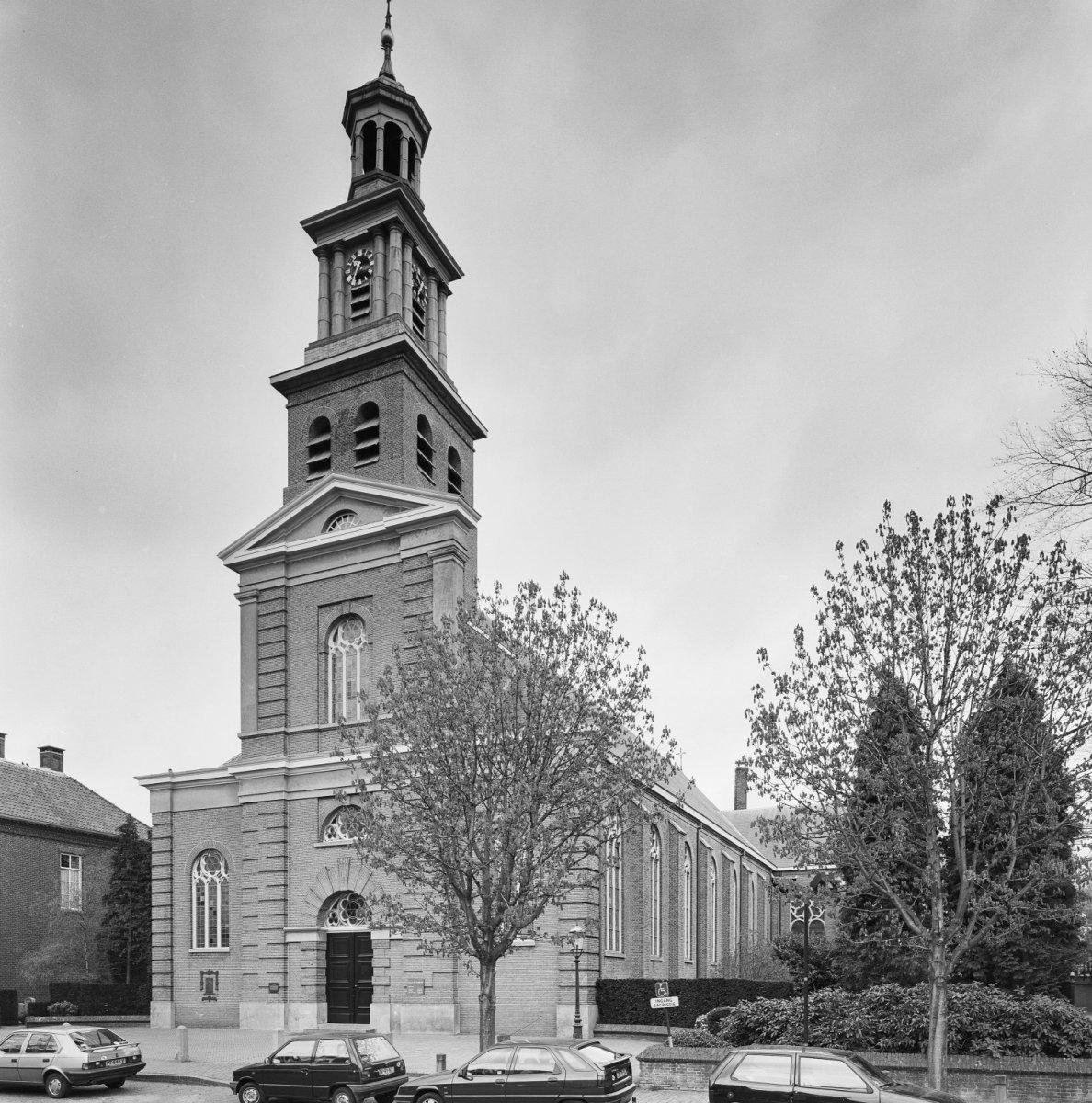 Sint lambertuskerk udenhout wikipedia for Interieur udenhout