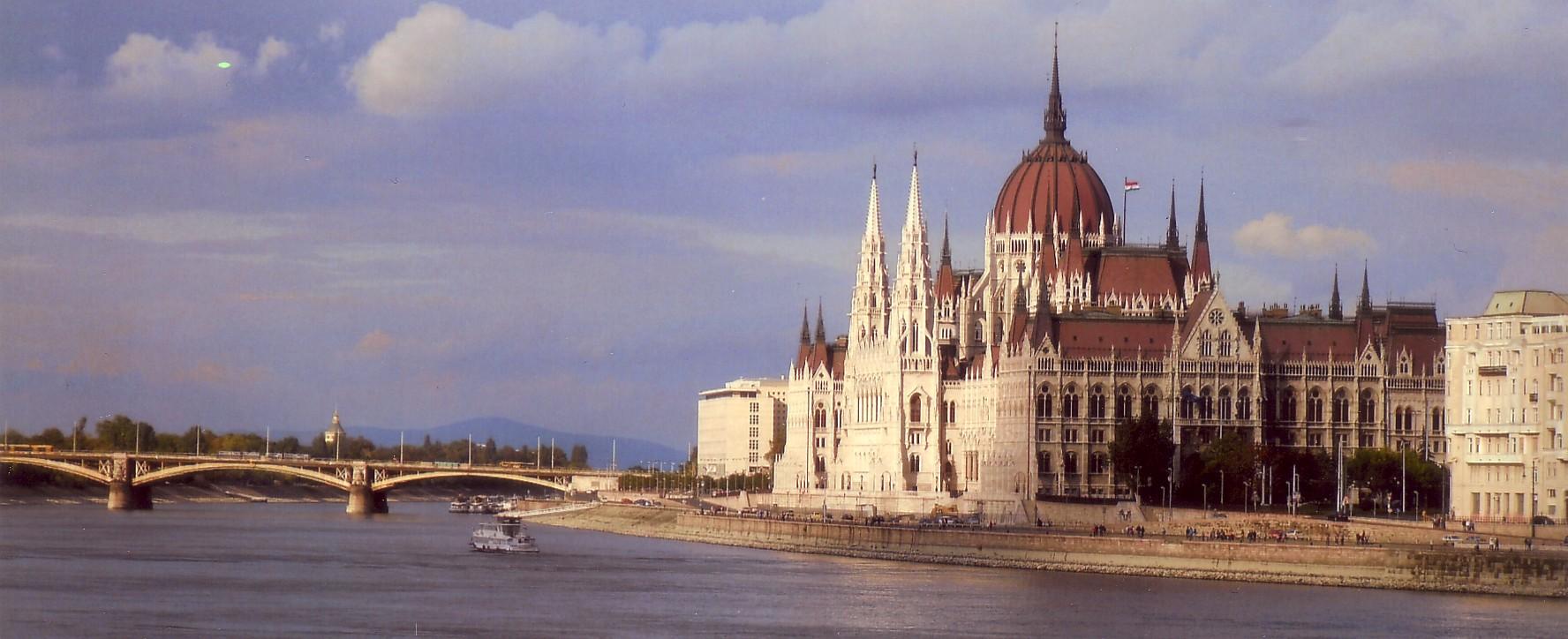 File parlamento di budapest dal ponte delle for Il parlamento italiano wikipedia