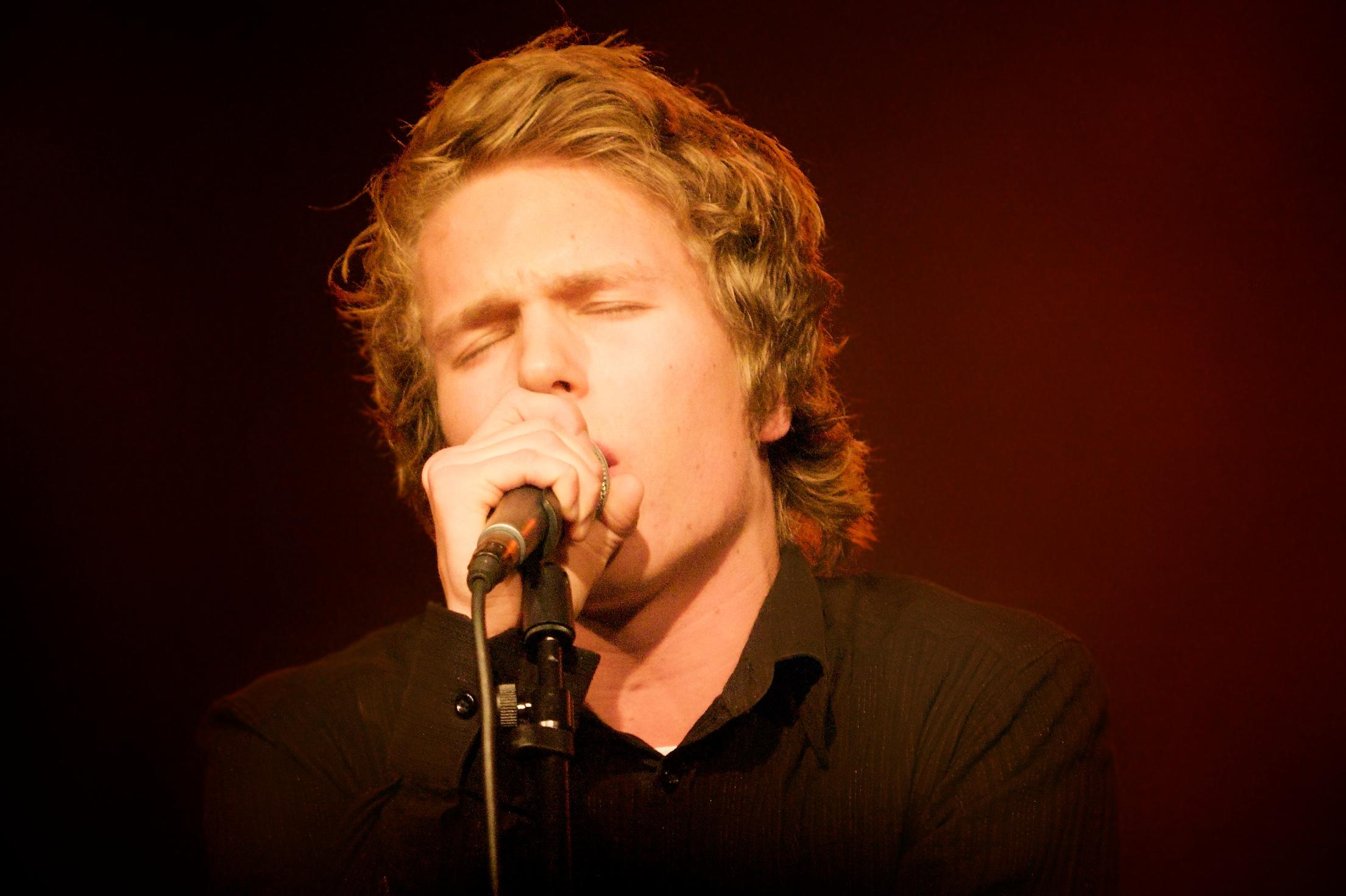 file petter tørdal vocalist in john snow jpg wikimedia commons