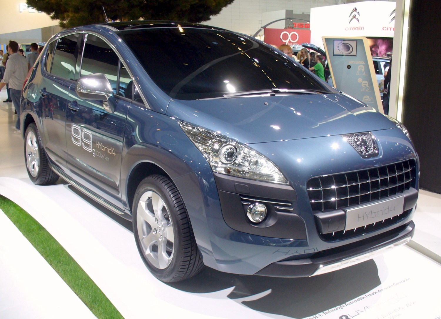 http://upload.wikimedia.org/wikipedia/commons/1/16/Peugeot_3008_HYbrid4.JPG