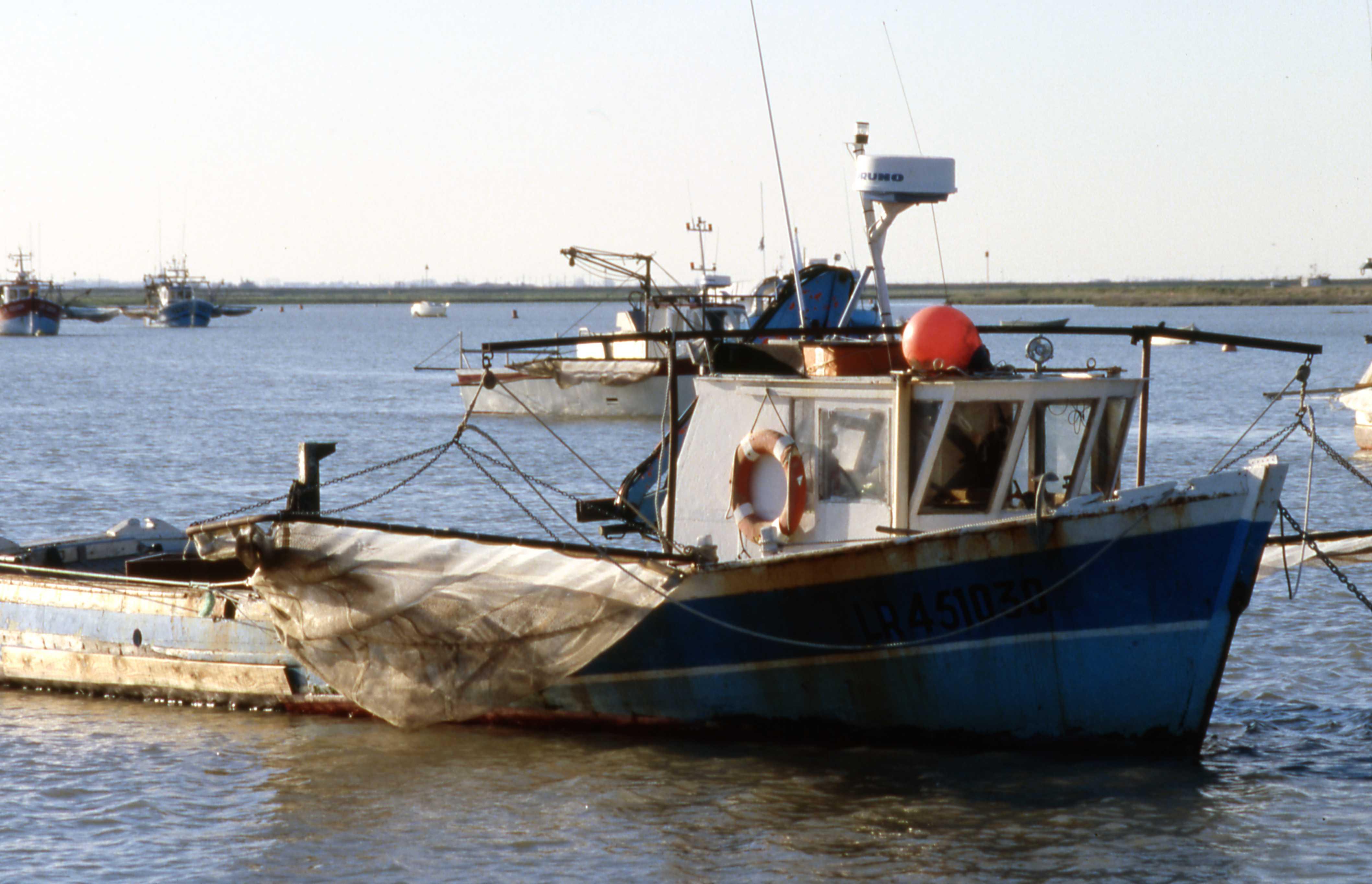La centrale hydro-électrique de Novosibirsk la pêche