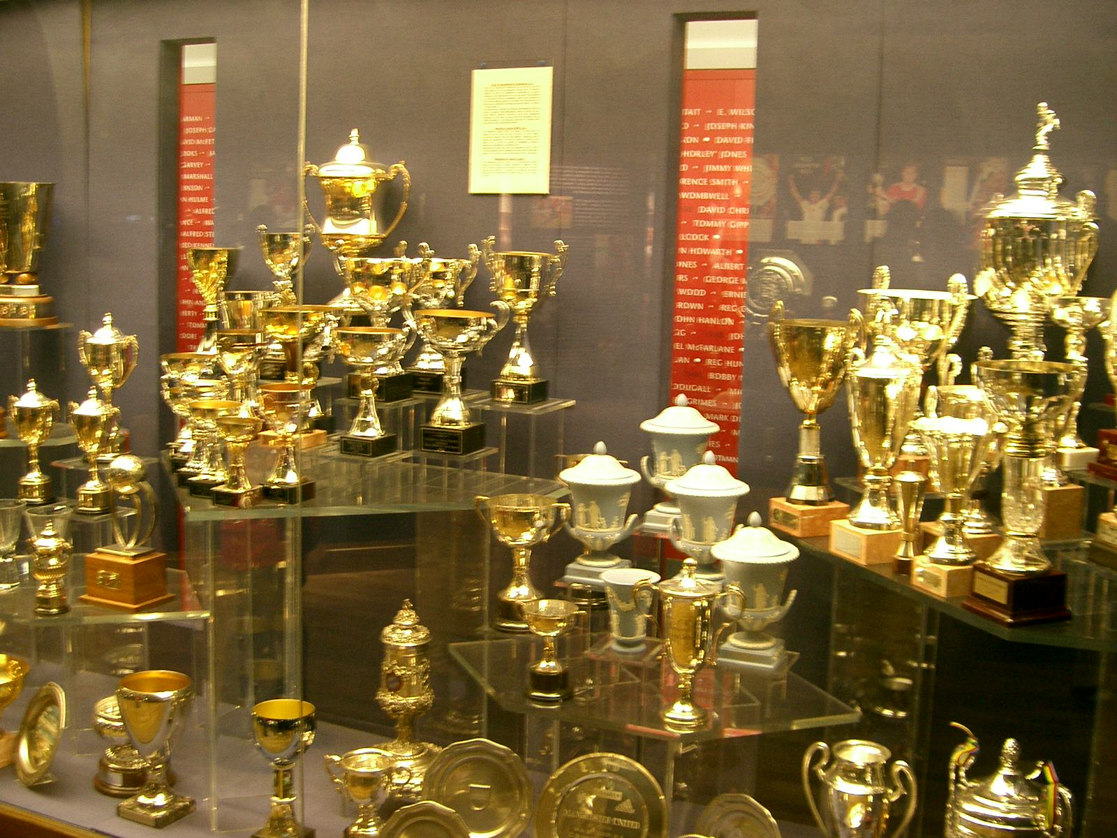 FilePlenty Of Silverware On Display In The Manchester United Museum 262764554