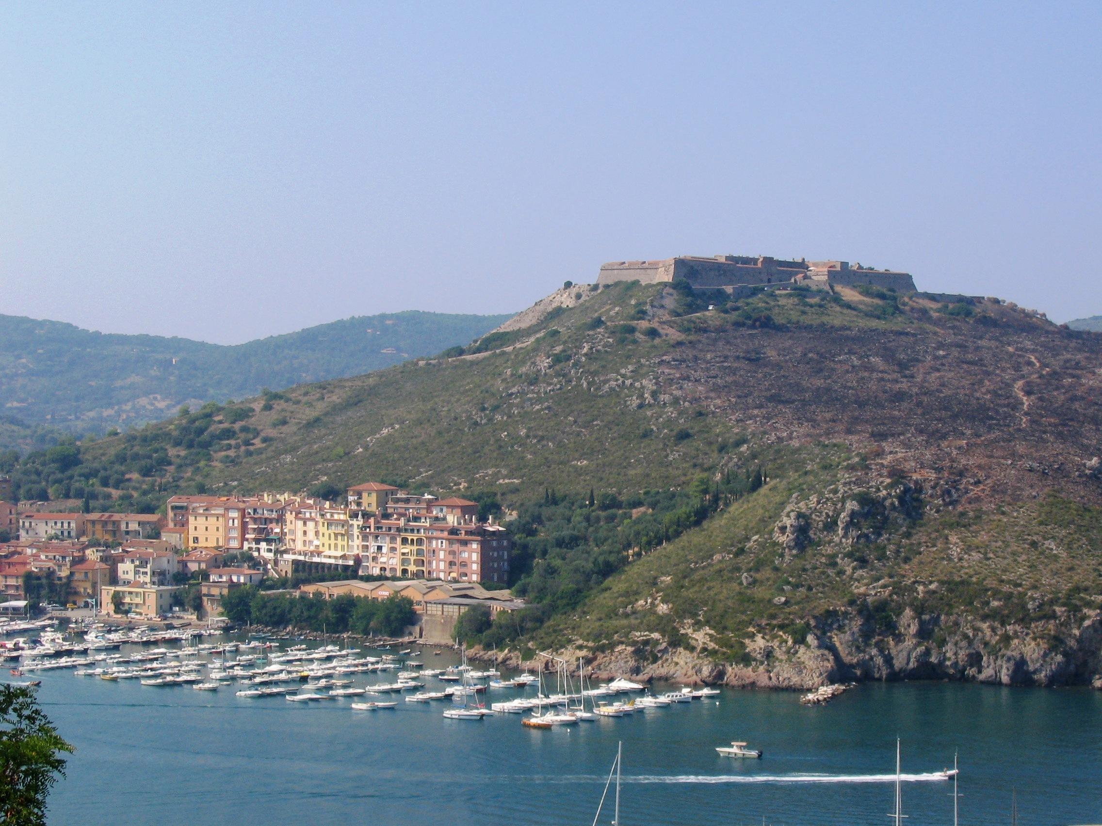 Porto Ercole - Vista fortezza dalla rocca 2.JPG