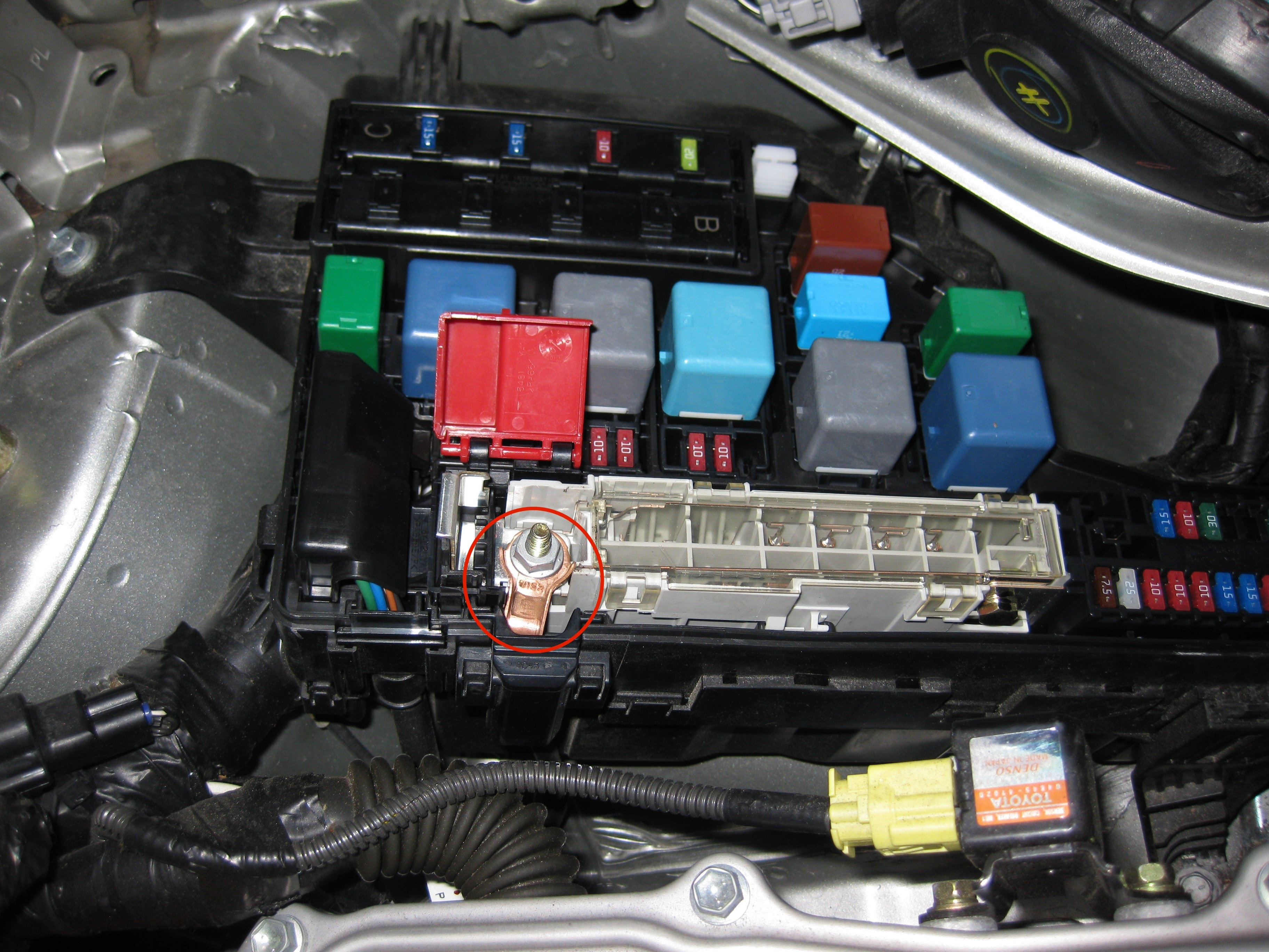 Prius_Fusebox_with_exposed_jumpstart_terminal file prius fusebox with exposed jumpstart terminal jpg wikimedia 2010 toyota prius fuse box cover at edmiracle.co
