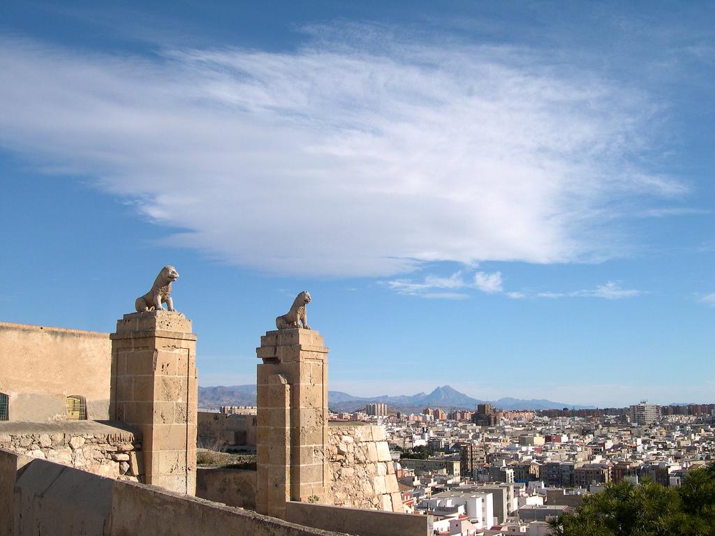 File Puertas Del Castillo De San Fernando Alicante Espana Jpg