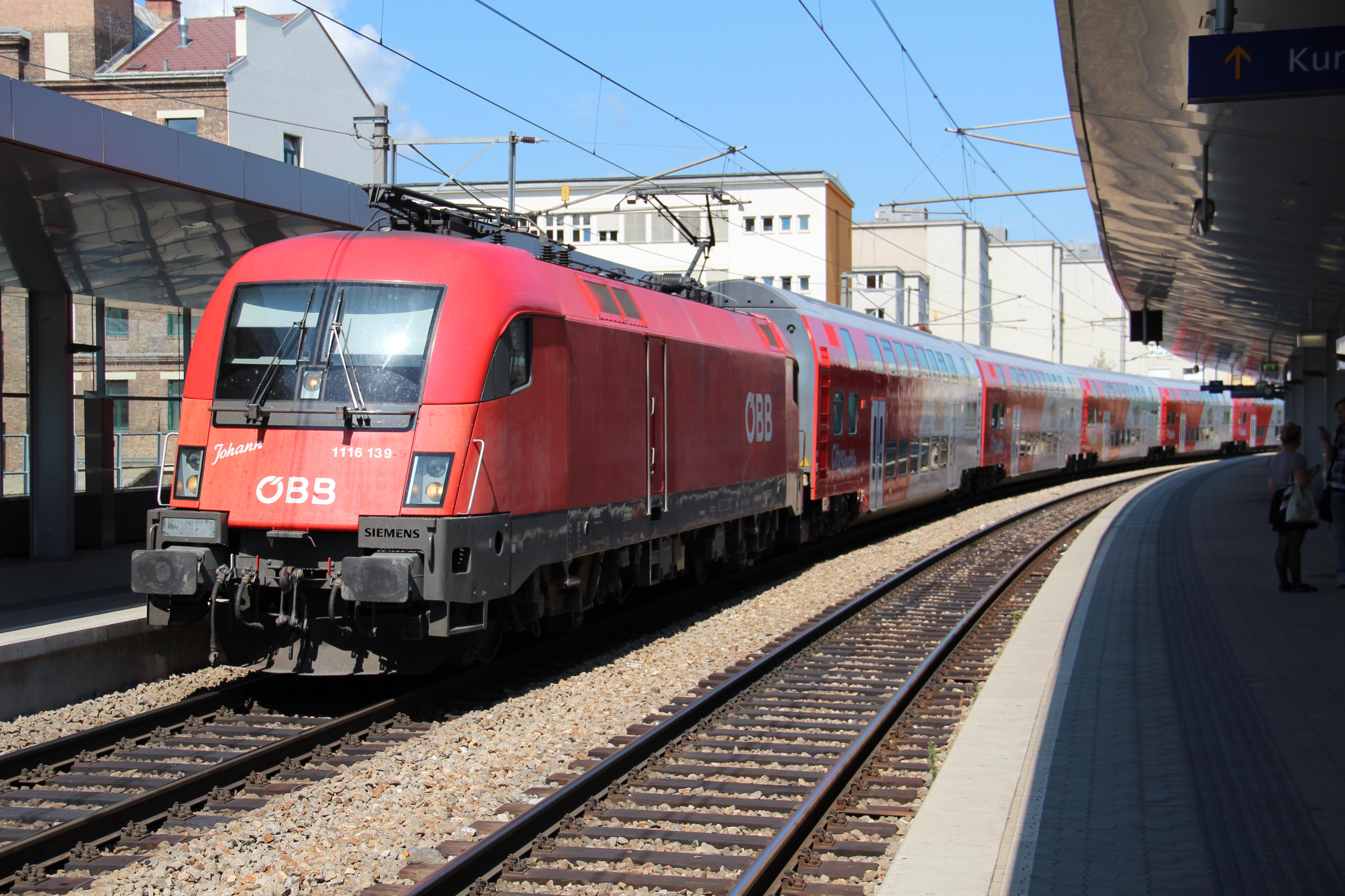 File:Regionalzug mit ÖBB 1116 in Wien Traisengasse.JPG