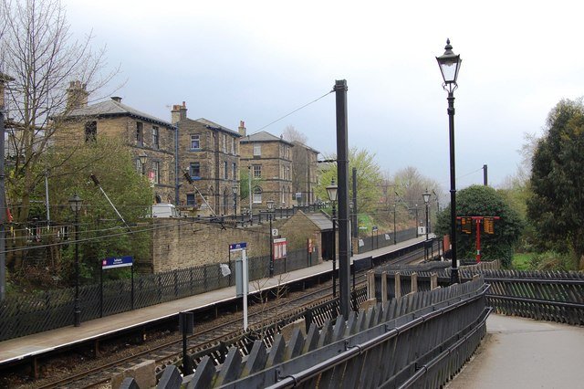 Saltaire Railway Station - geograph.org.uk - 1254462