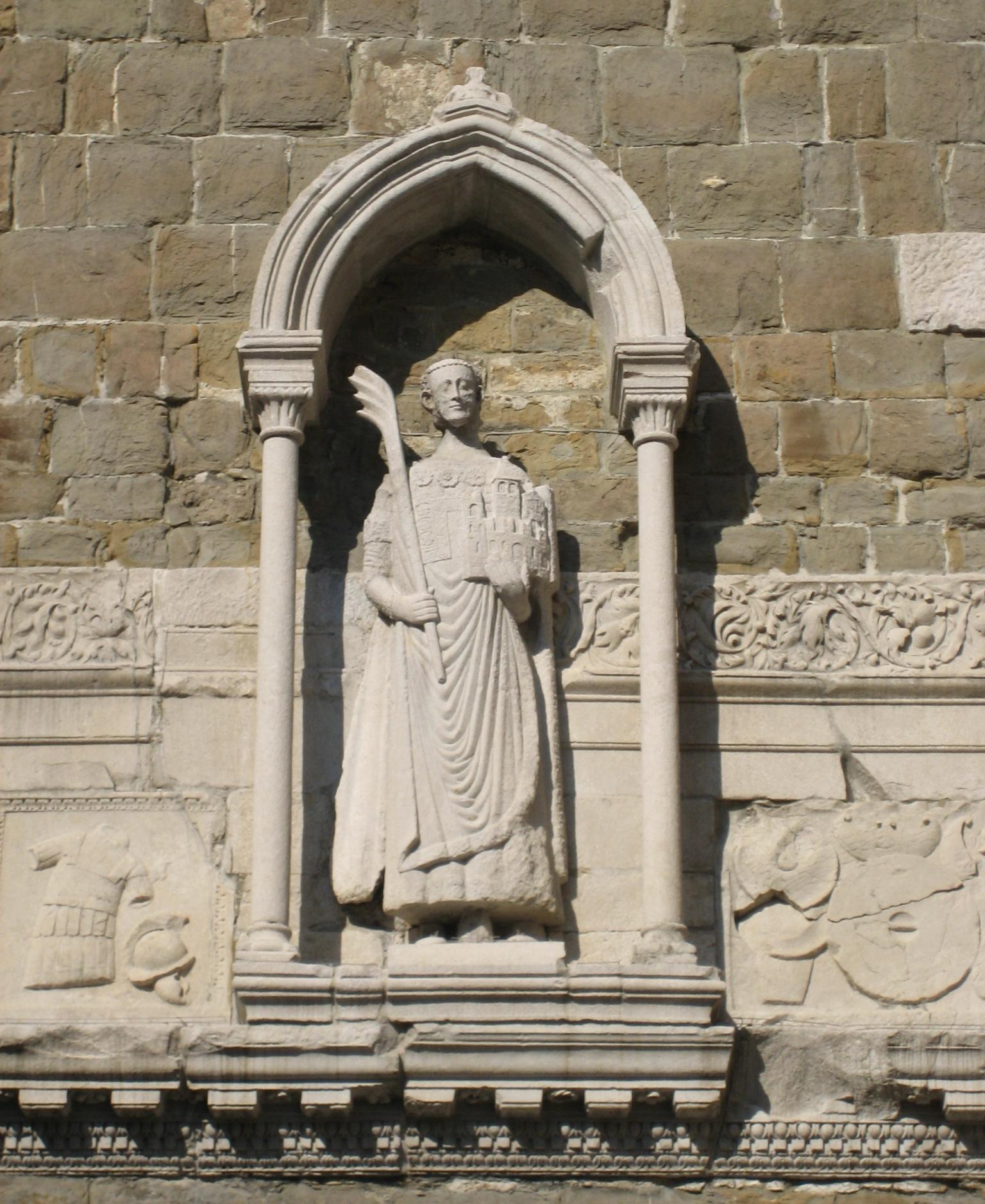 Statue av Justus på kampanilen i katedralen San Giusto i Trieste