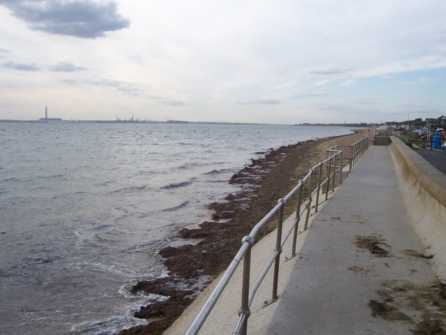 Sea wall at Titchfield Haven - geograph.org.uk - 1584973