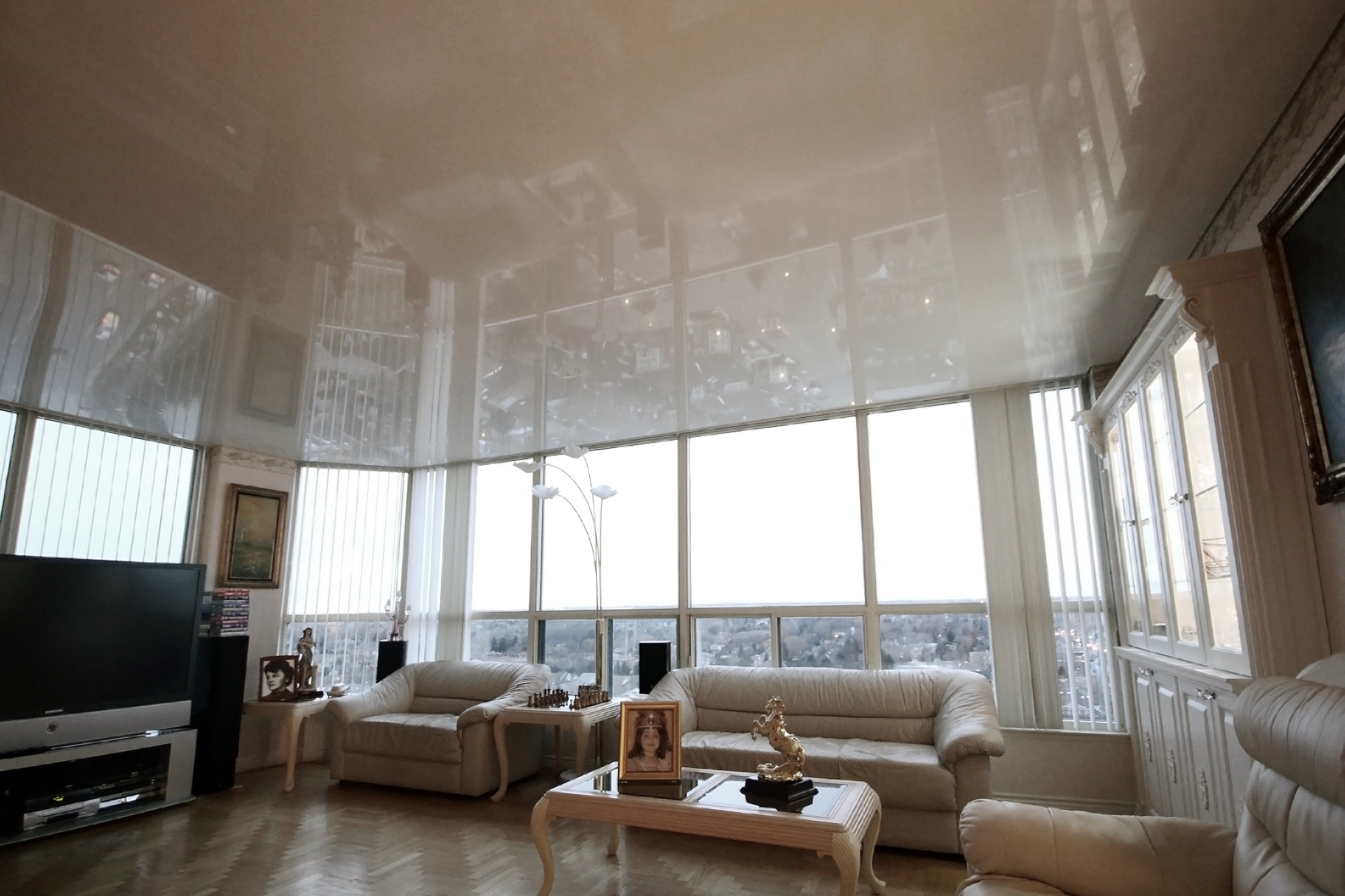 file:stretch-ceiling-high-gloss-white - wikimedia commons
