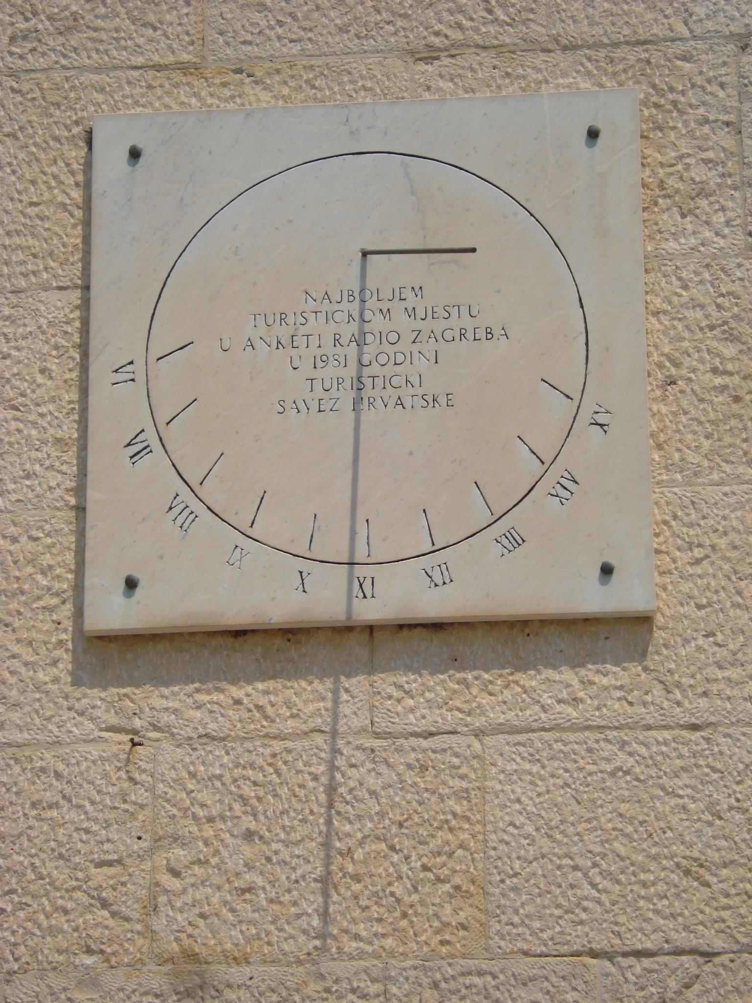 File Suncani Sat Makarska Croatia Jpg Wikimedia Commons