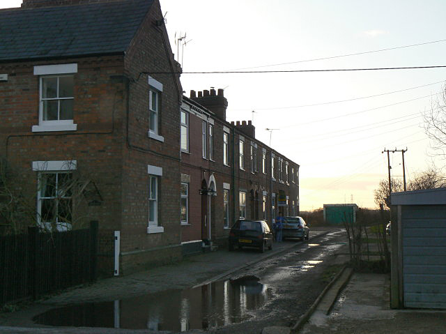 File:Terrace Cottages - geograph.org.uk - 1136406.jpg