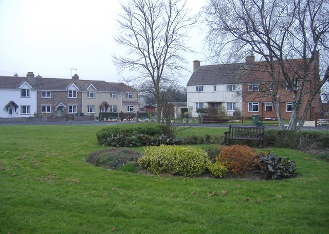 The Crescent, Old Down - geograph.org.uk - 381315