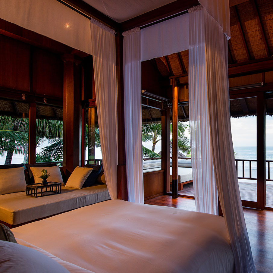 File:The Legian Bali-Rooms-The-Beach-House-Master-Bedroom ...