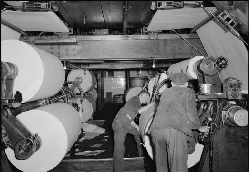 The Makings of a Modern Newspaper- the Production of 'The Daily Mail' in Wartime, London, UK, 1944 D20461