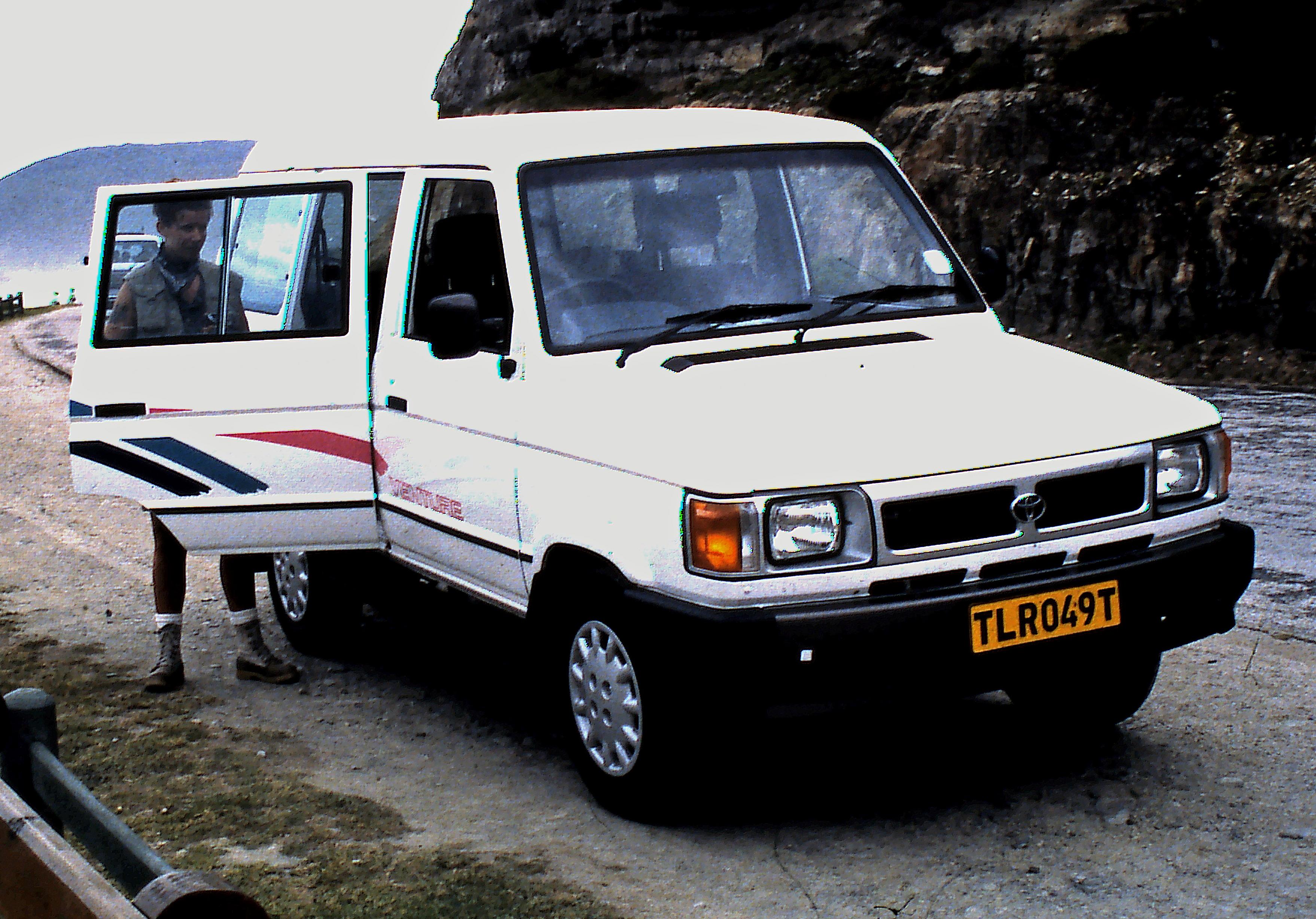 File:Toyota Venture Van, ZA 1995.jpg