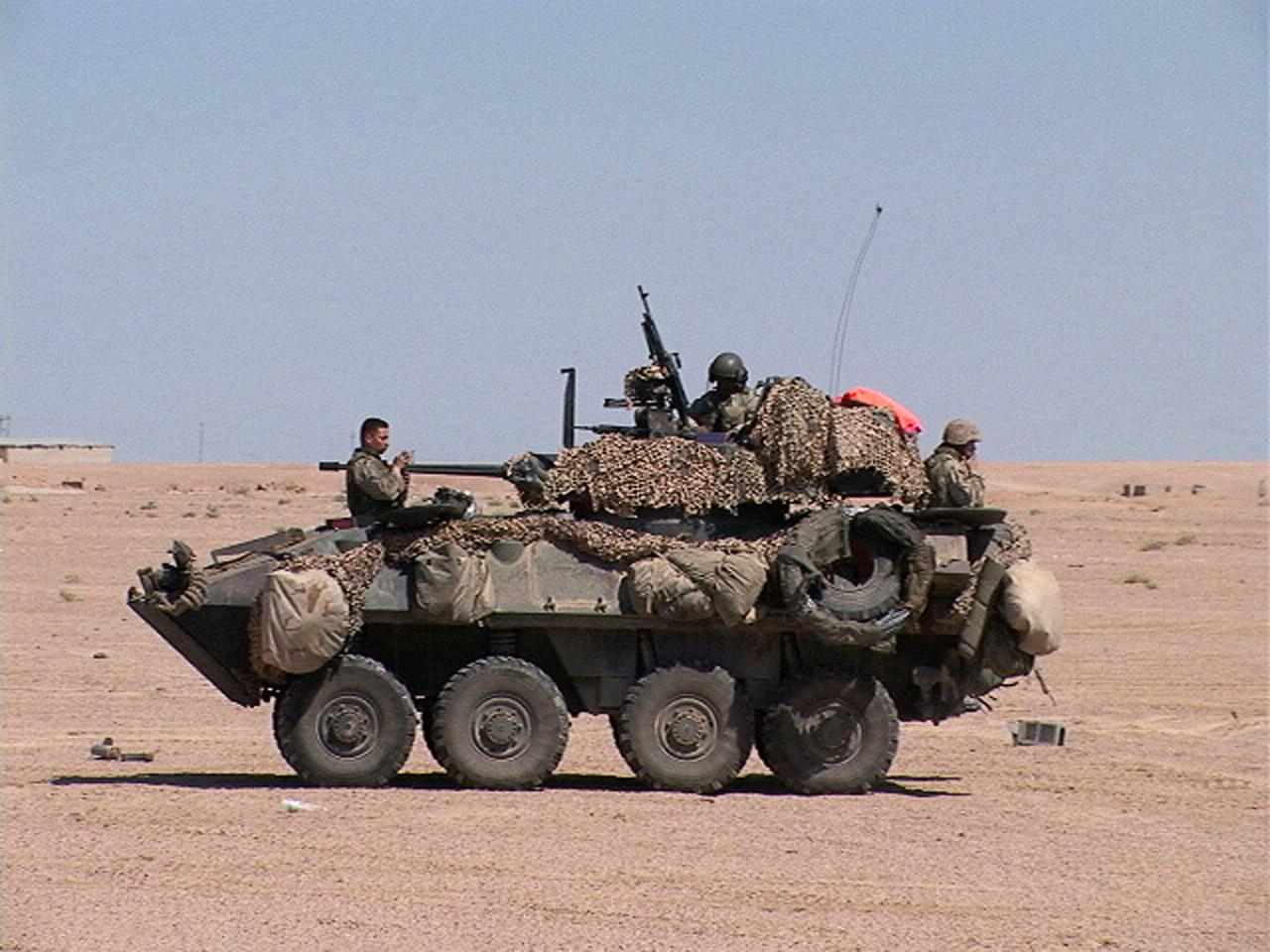 File Usmarines Lav Iraq Apr 2004 118 Hires Jpg Wikimedia