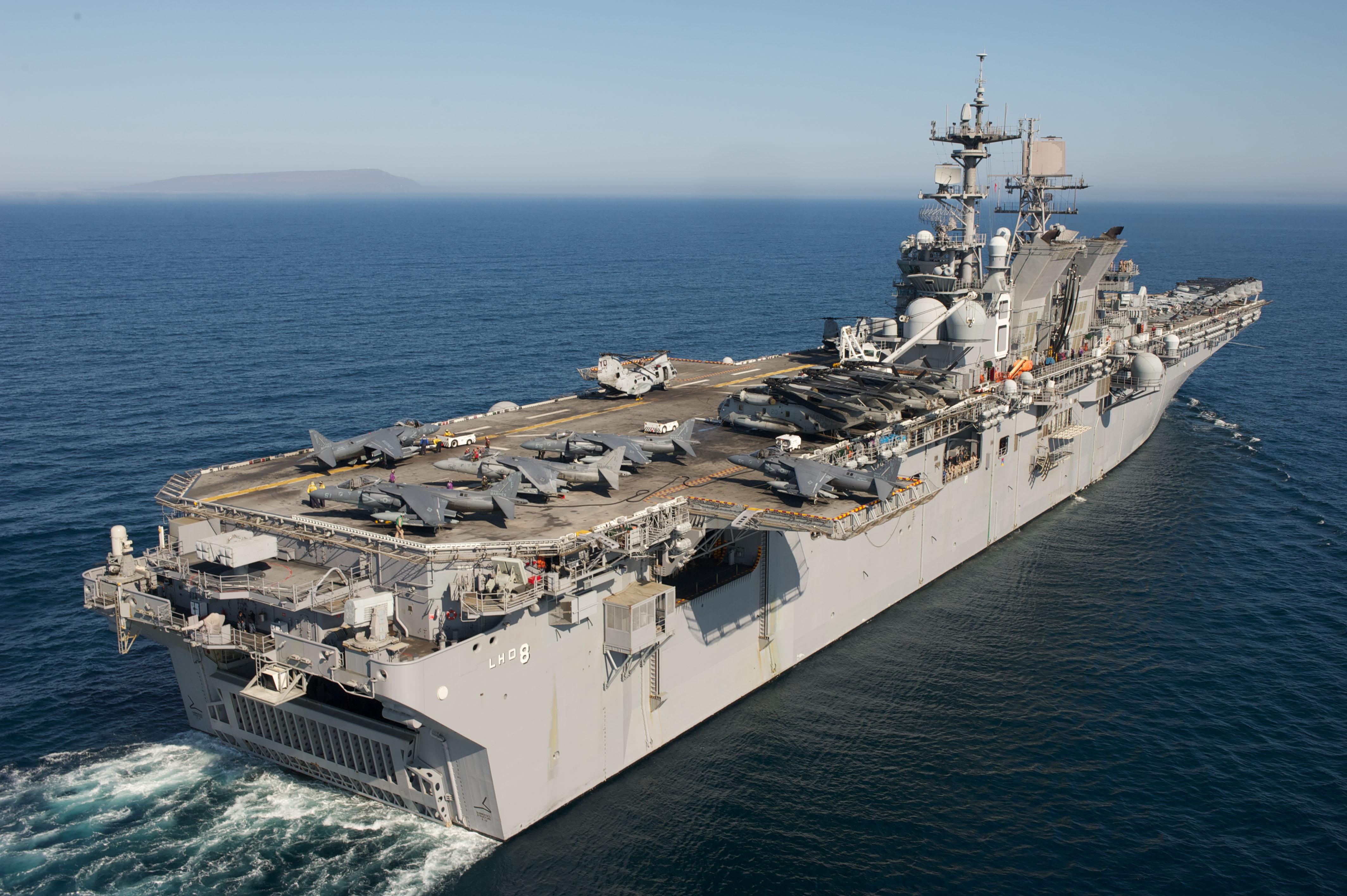 US_Navy_110907-N-KD852-132_The_amphibious_assault_ship_USS_Makin_Island_(LHD_8)_transits_off_the_coast_of_Southern_California_conducting_flight_ope.jpg