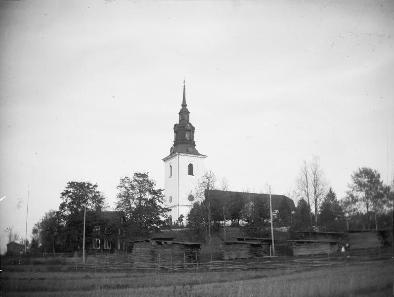 Vsterlvsta kyrka och Centralskolan i Heby, Uppland 1967