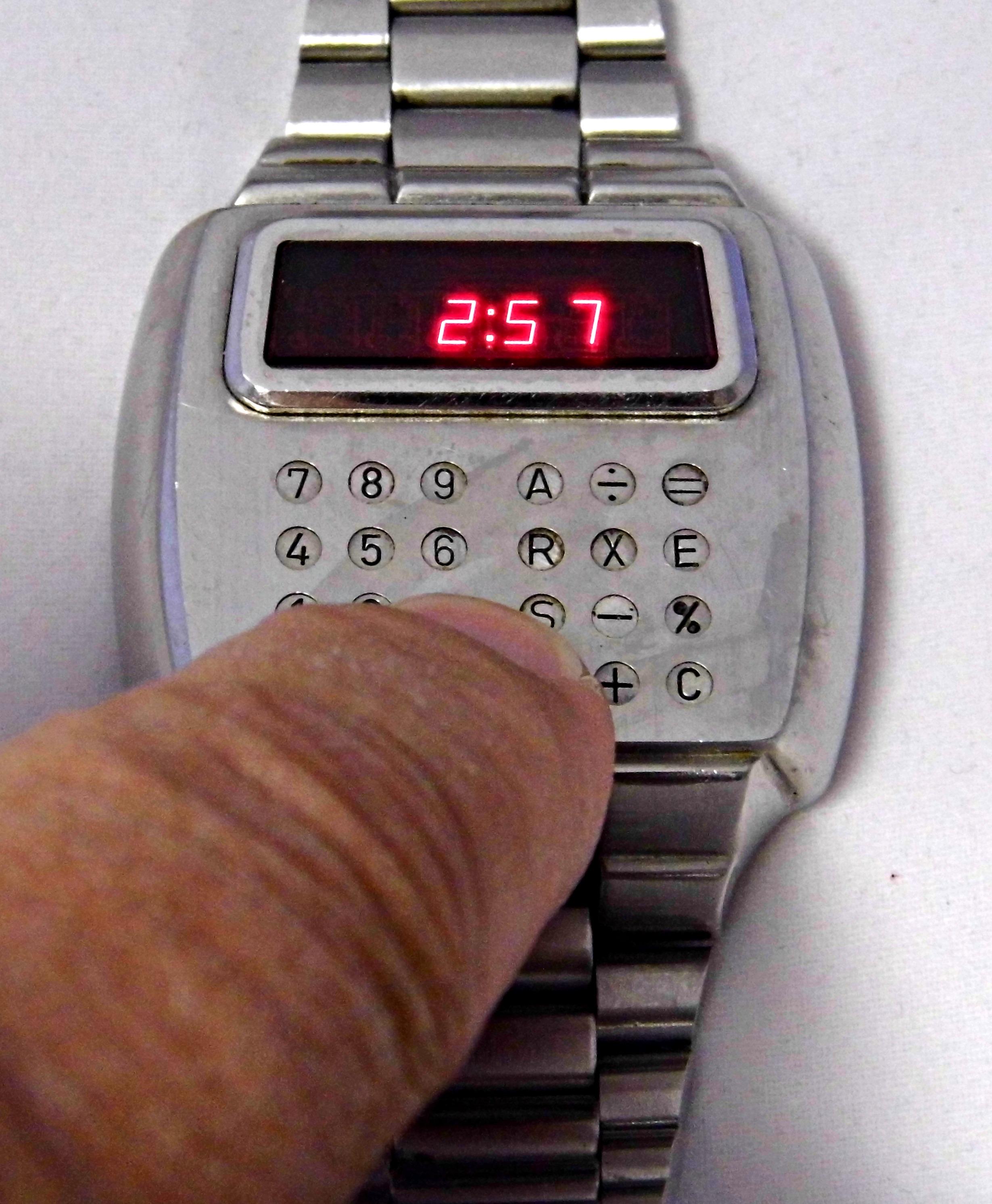 File:Vintage Pulsar Calculator Watch, The First Calculator ...